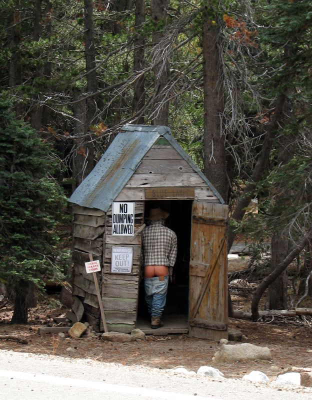 File outhouse wikimedia commons for Outhouse pictures