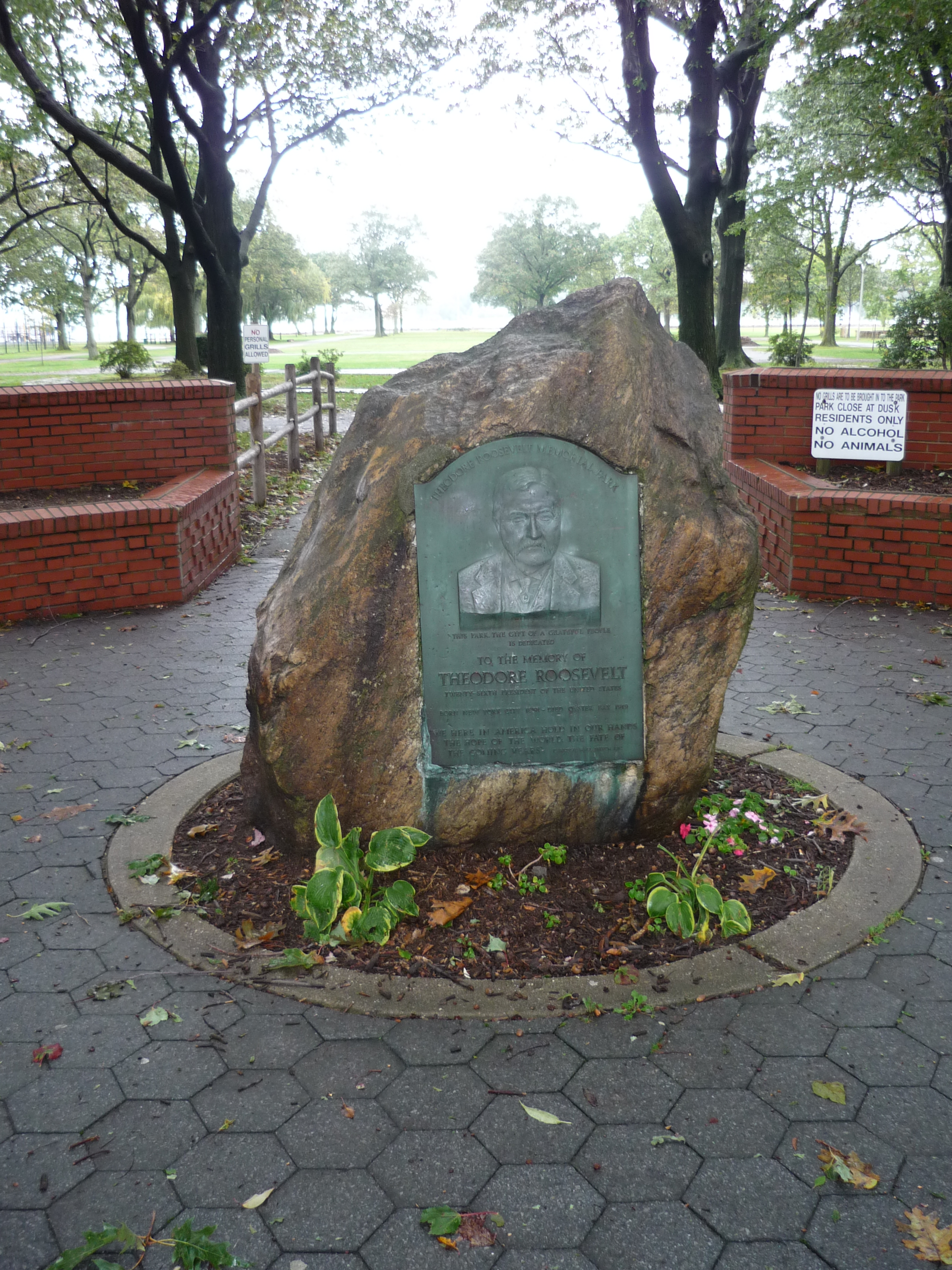 File:Oyster Bay Theodore Roosevelt Memorial Park Marker ... Theodore Roosevelt National Park