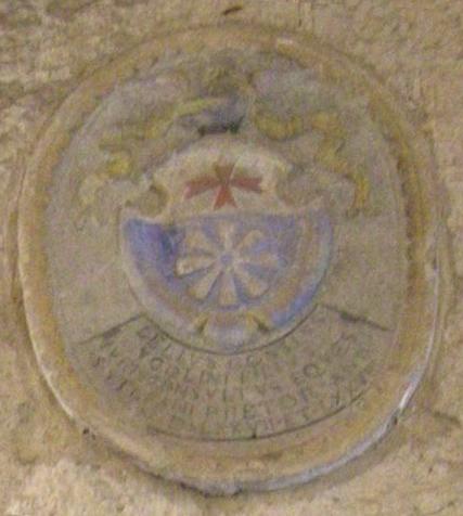 File:Palazzo dei priori di volterra, interno, stemma bonsi-ugolini.jpg