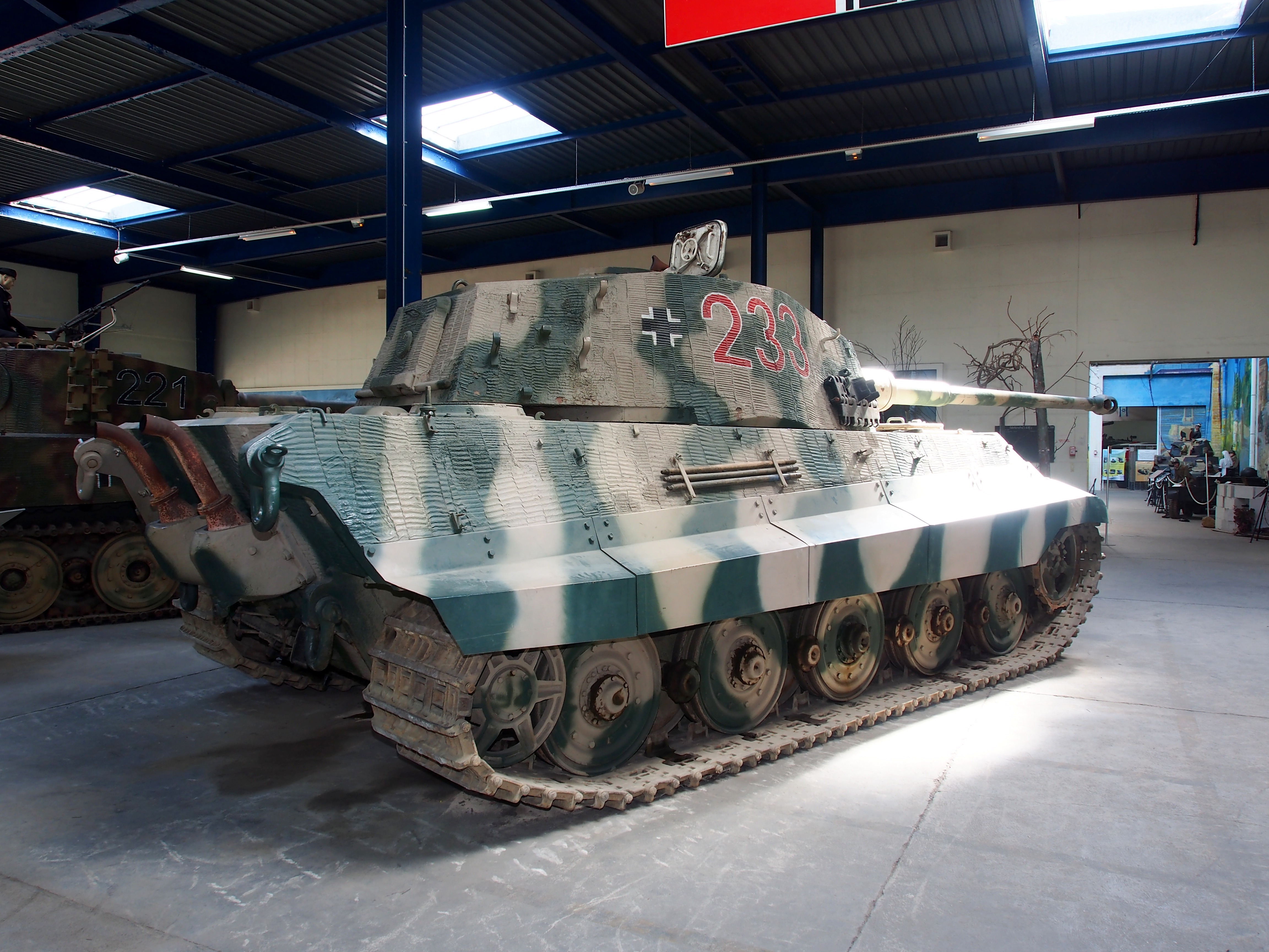 file panzerkampfwagen vi ausf b tiger ii tiger b k nigstiger sd kfz 182 tanks in the. Black Bedroom Furniture Sets. Home Design Ideas
