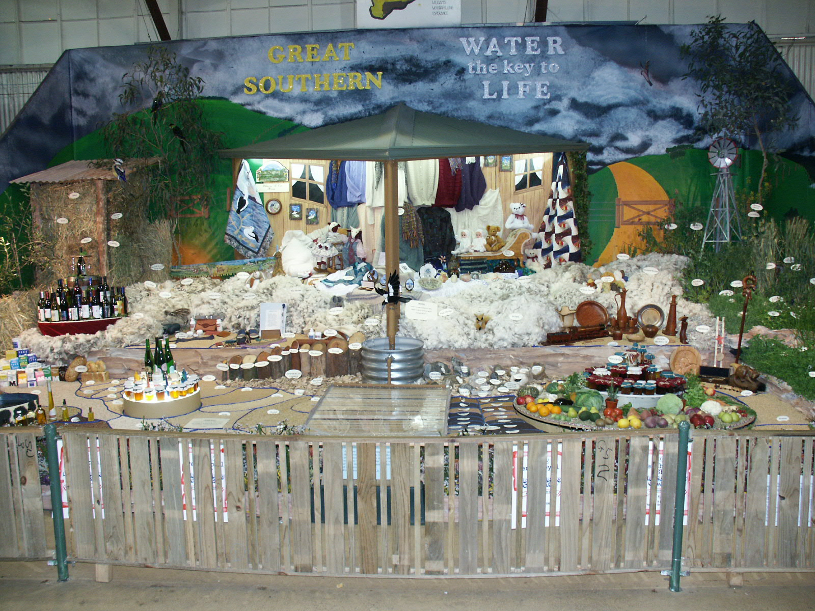 File:Perth Royal Show, District Displays.jpg - Wikipedia, the free ...