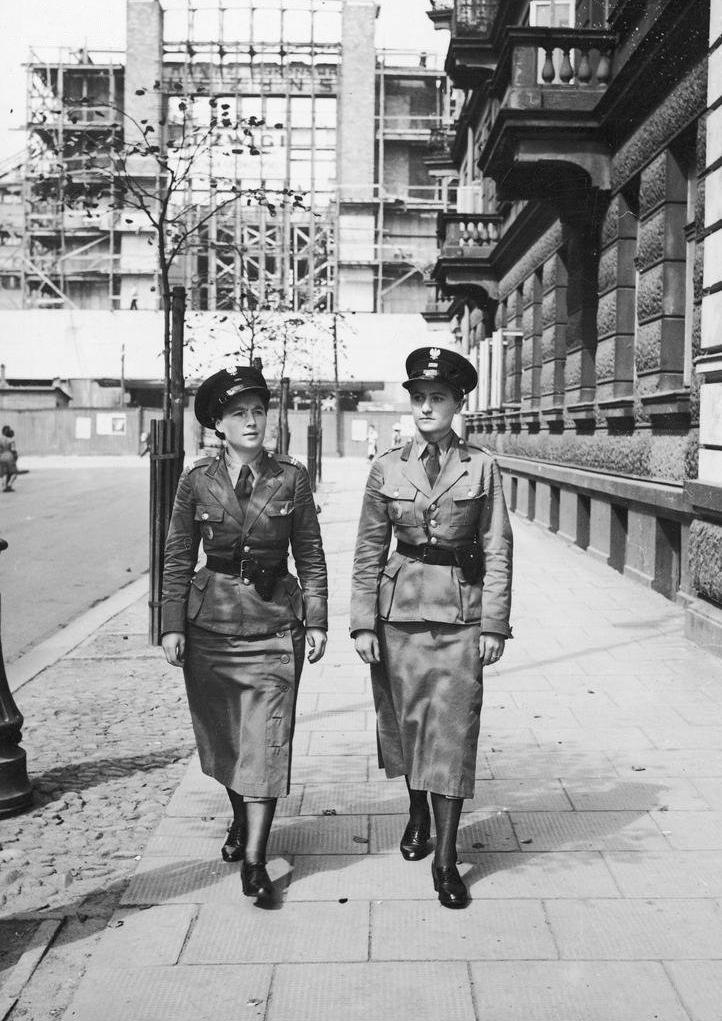 Polish_Women%27s_Police_-_Warsaw_-_Dworz