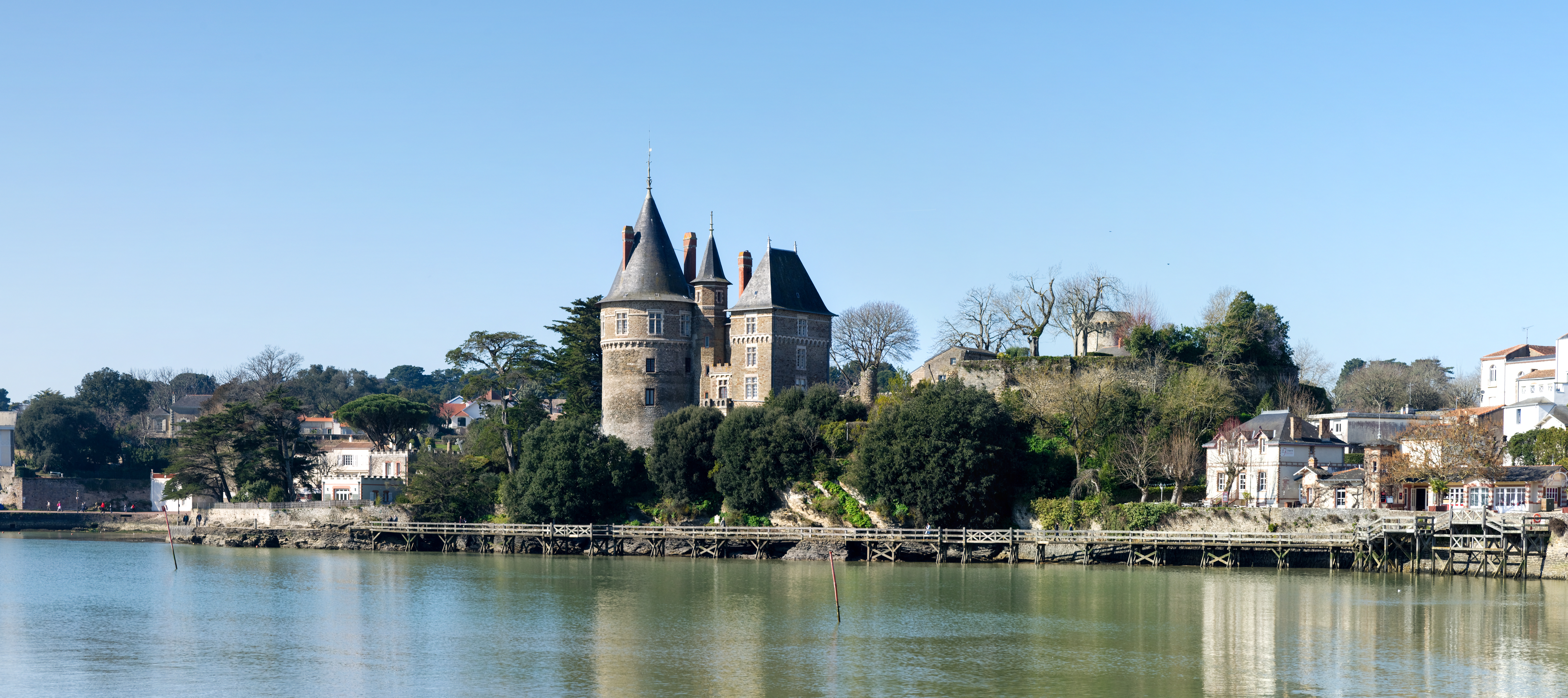 I, the copyright holder of this work, hereby publish it under the following license: English French Le château de Pornic