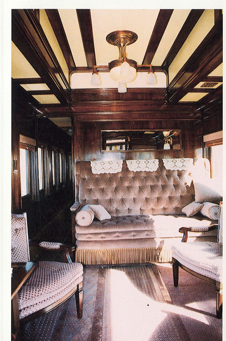File:Pullman Car Couch