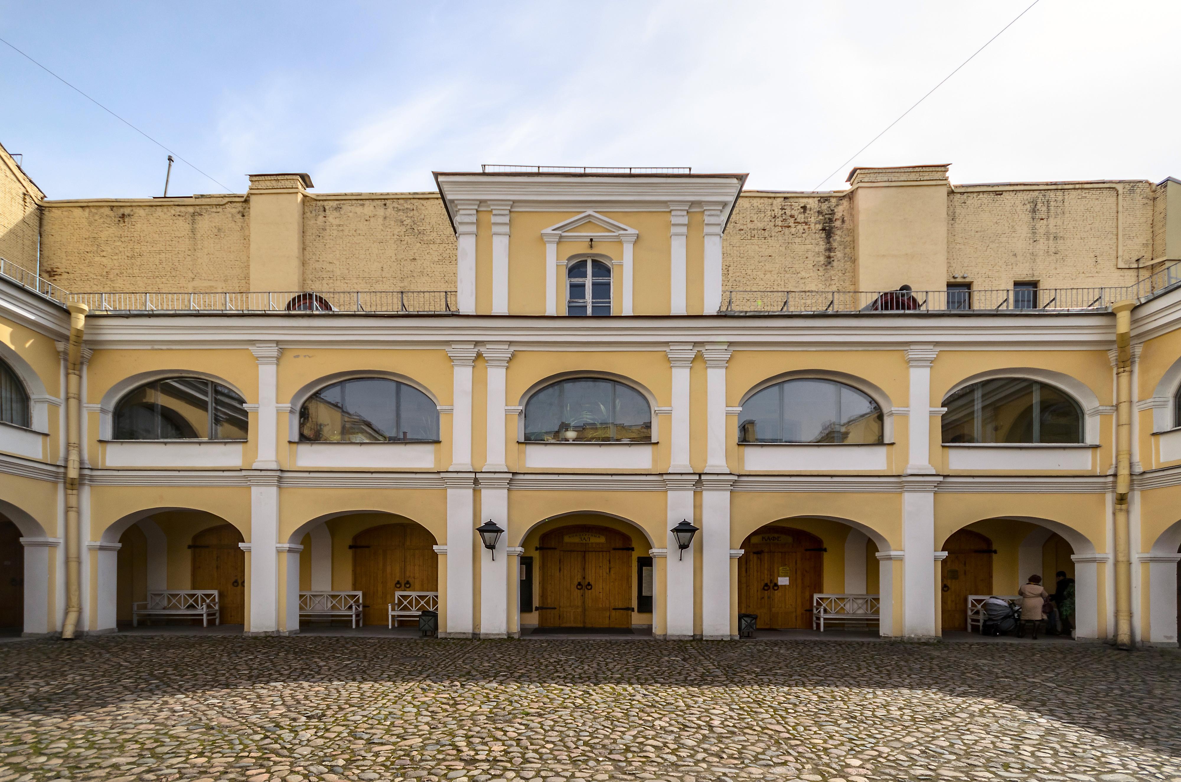 Pushkin Apartment Museum SPB 06.jpg English: Сourtyard of the Memorial Pushkin Apartment Museum in Saint Petersburg Русский: Двор Мемориального