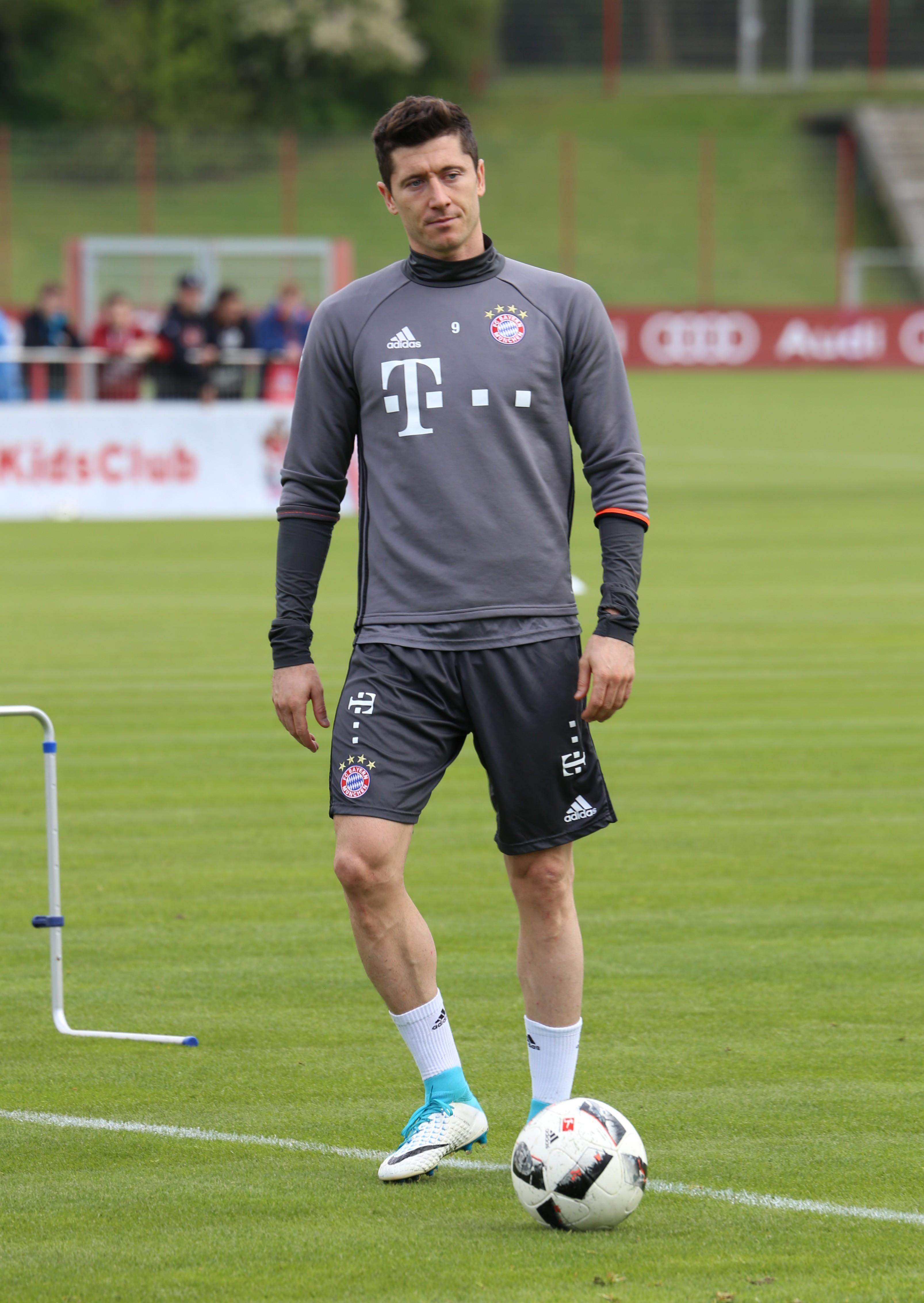 File Robert Lewandowski Training 2017 05 FC Bayern Muenchen 1