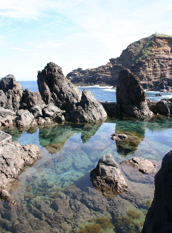 File rock pools near porto moniz wikimedia for Portugal piscinas naturales