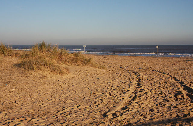Sand dunes at Southwold harbour - geograph.org.uk - 1074595