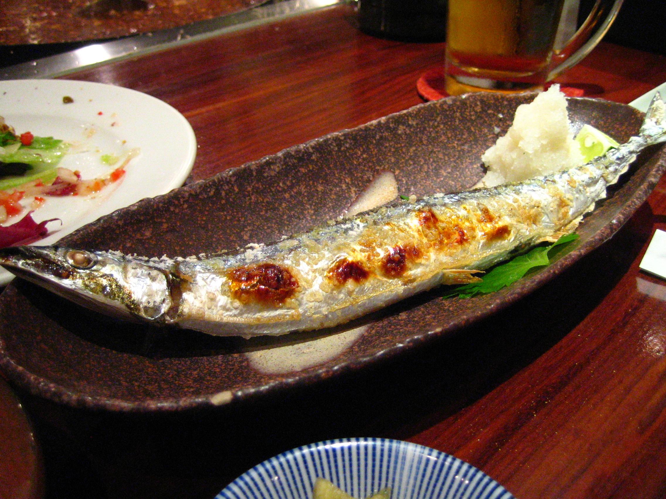 Shin sanma shioyaki by ayustety in Morishita, Tokyo.jpg