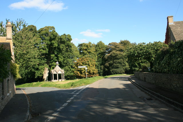 Signs of autumn in Farmington - geograph.org.uk - 1485101