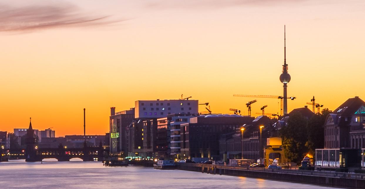 Sonnenuntergang_an_der_Spree%2C_Berlin.j
