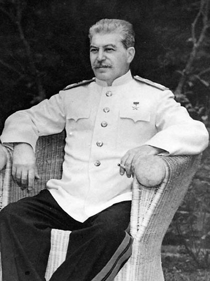 https://upload.wikimedia.org/wikipedia/commons/c/c4/Stalin_1945.jpg