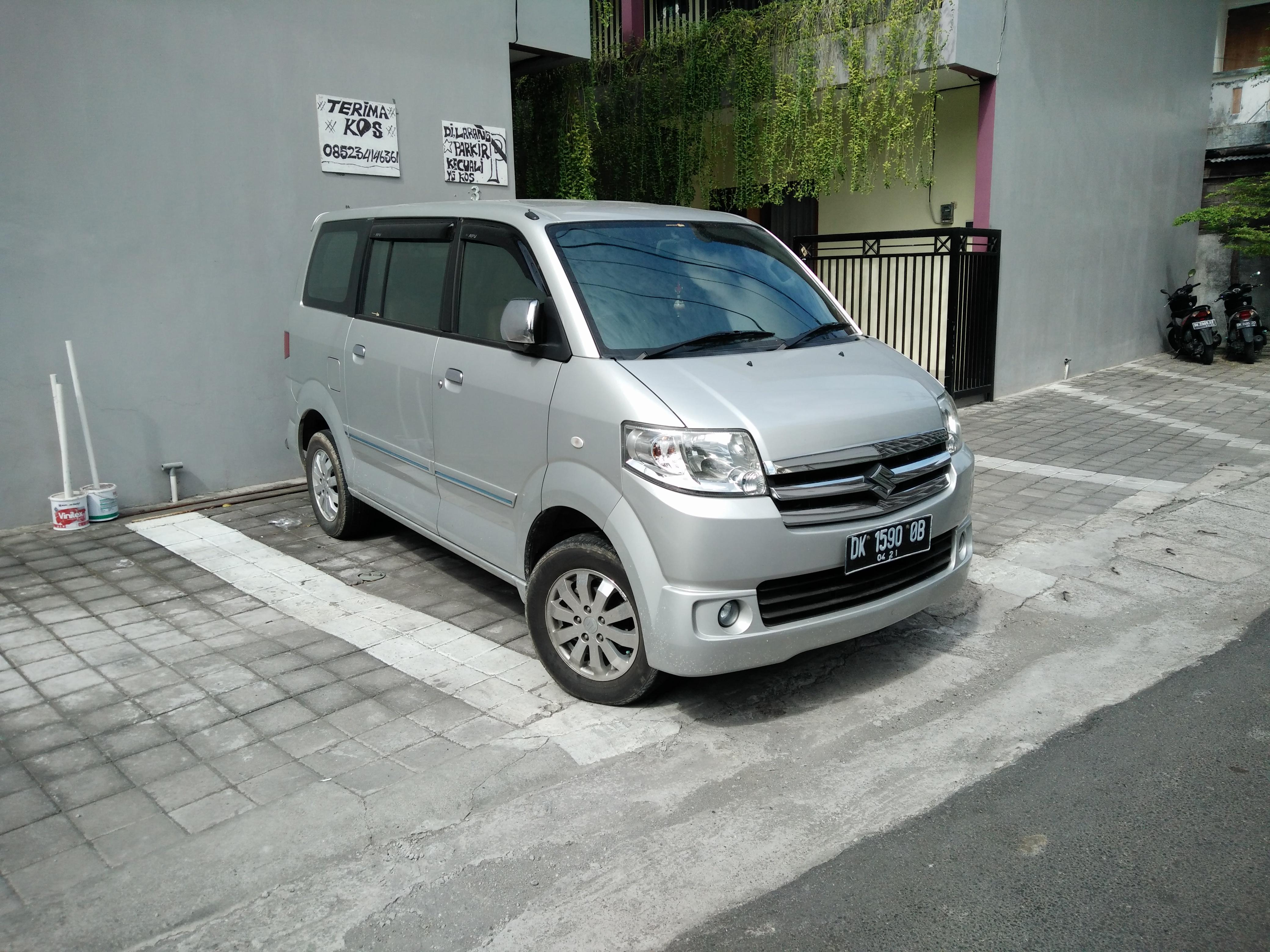 File:Suzuki APV Arena SGX, Jimbaran.jpg