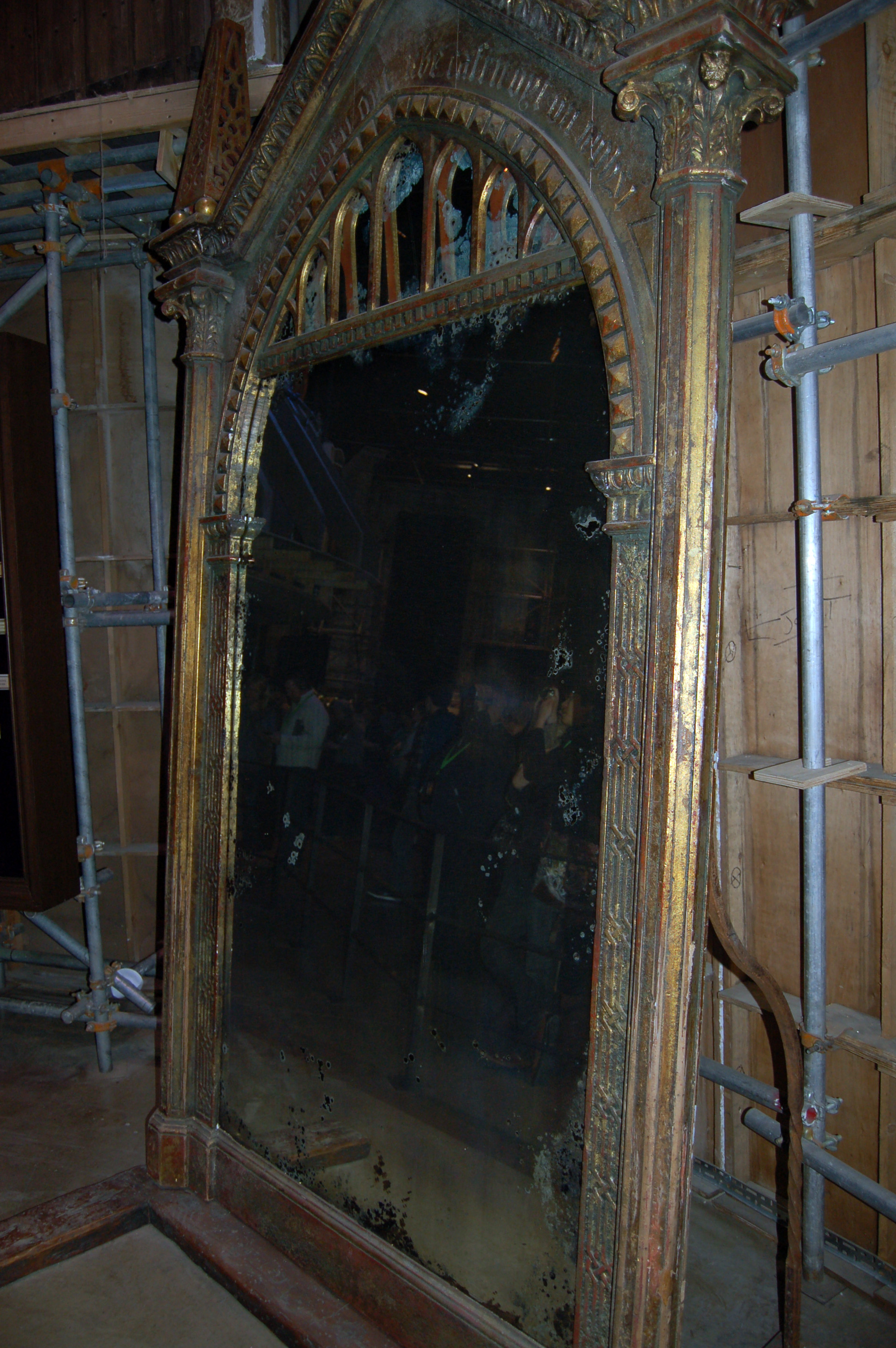 File the mirror of erised 6973077664 jpg wikimedia commons for Miroir du rised