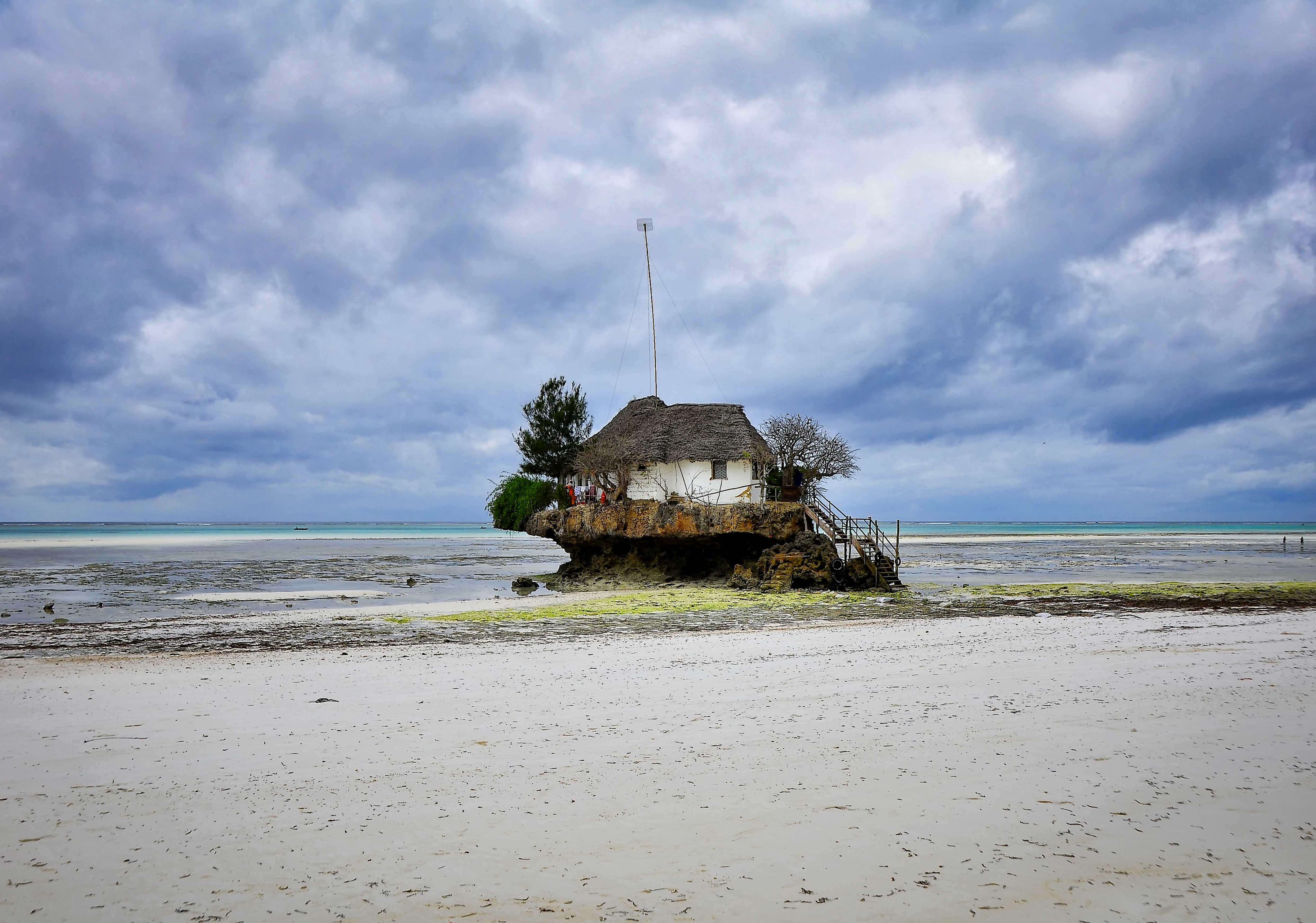 De Haute Qualite File:The Rock Restaurant, Zanzibar (27026086635)