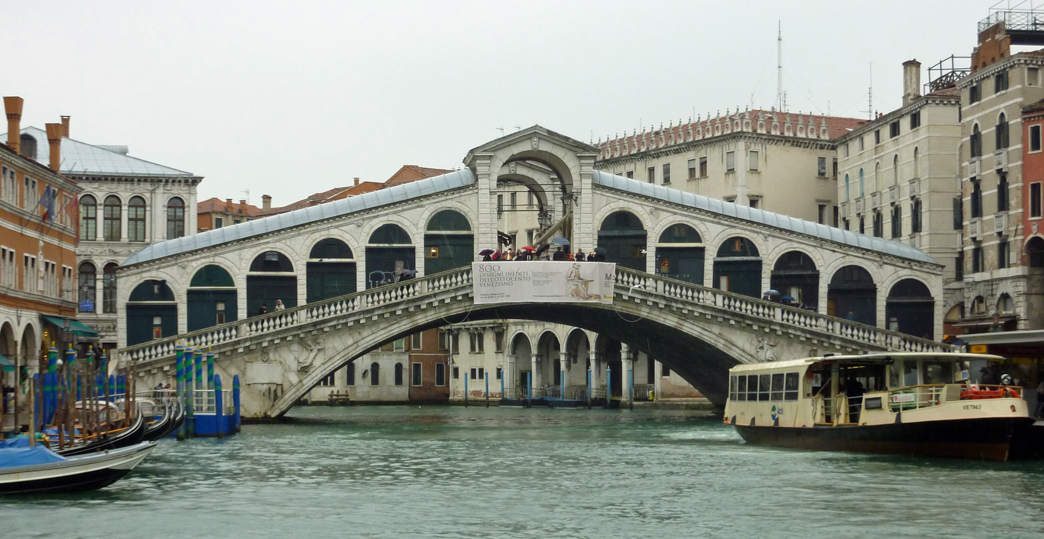 File:The timeless Rialto Bridge in Venice - Wikimedia Commons