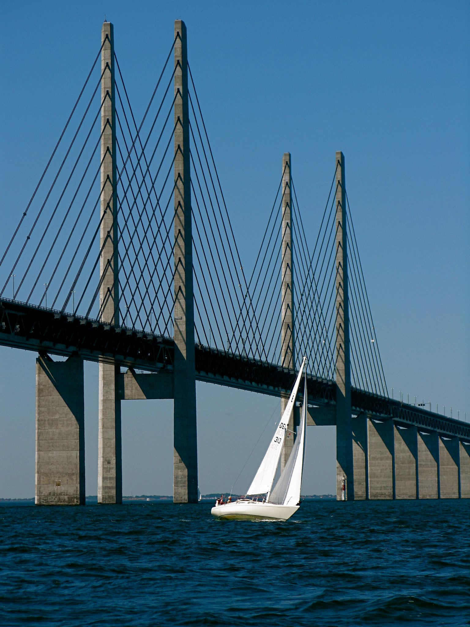 Arhitektura koja spaja ljude - Mostovi Under_the_bridge_-_Oresund_Bridge