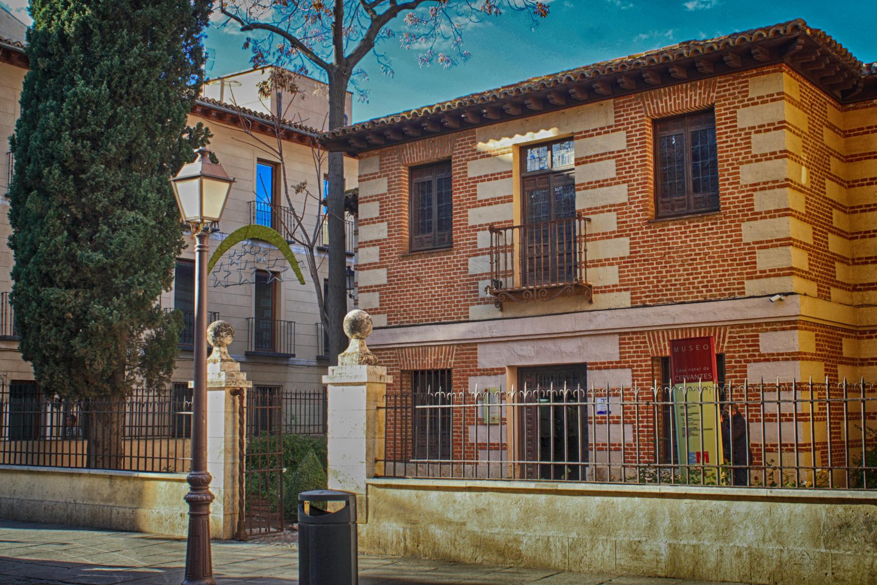 Casa de cervantes alcal de henares wikipedia la - Casas regionales alcala de henares ...
