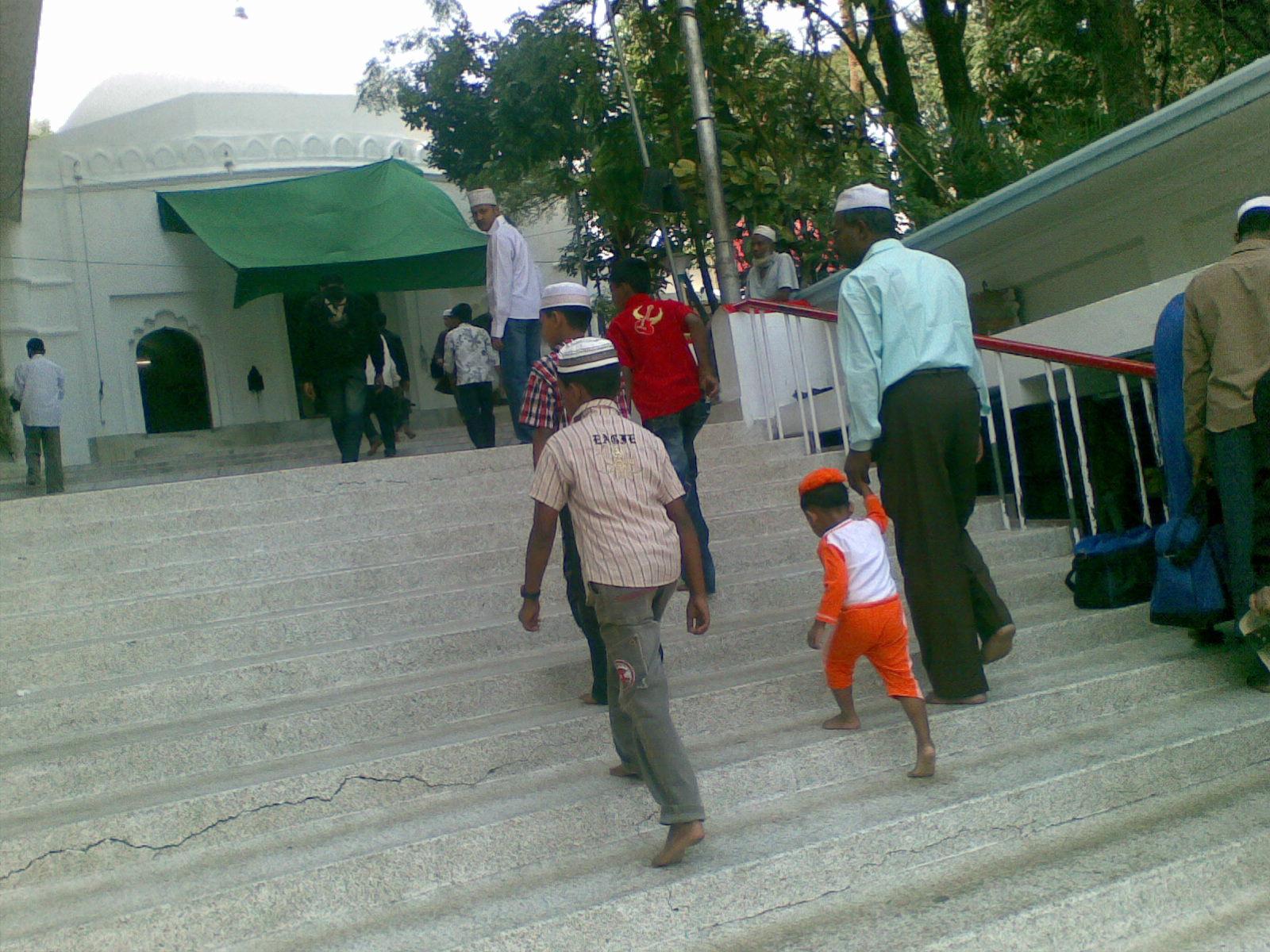Ershad returns home from Singapore (Bangladesh Daily Sun)