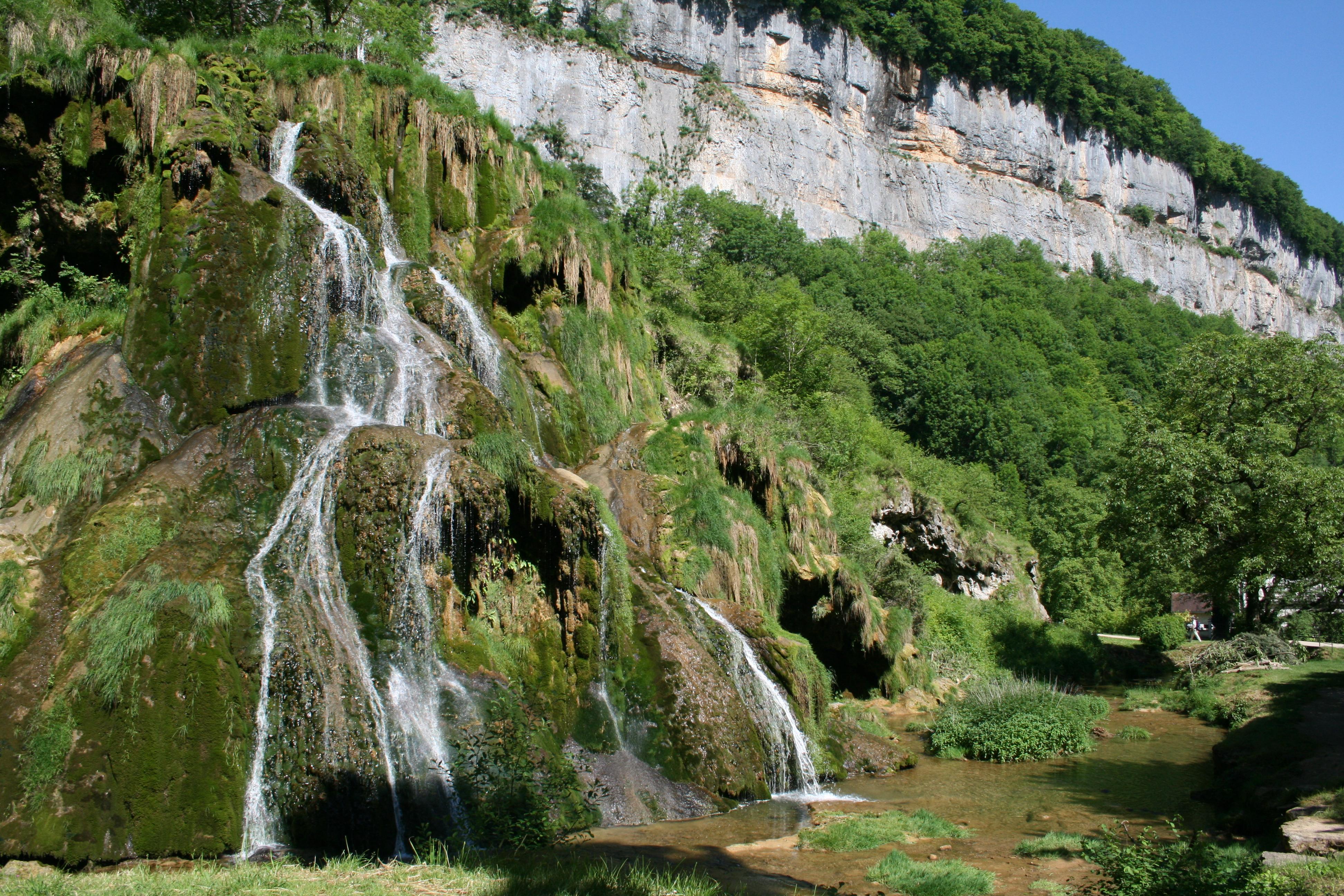 File 0 baume les messieurs cascade jpg wikimedia commons - Office du tourisme baume les messieurs ...
