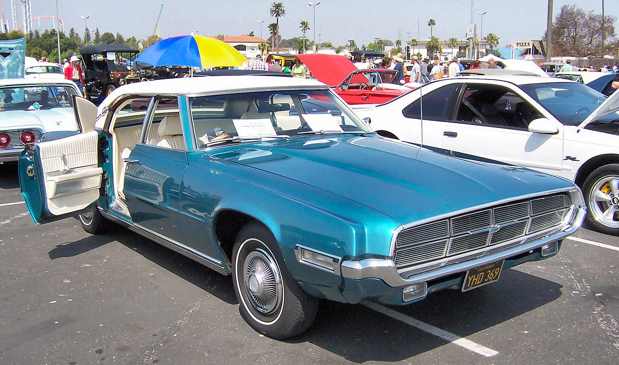 File1969 Blue Ford Thunderbird