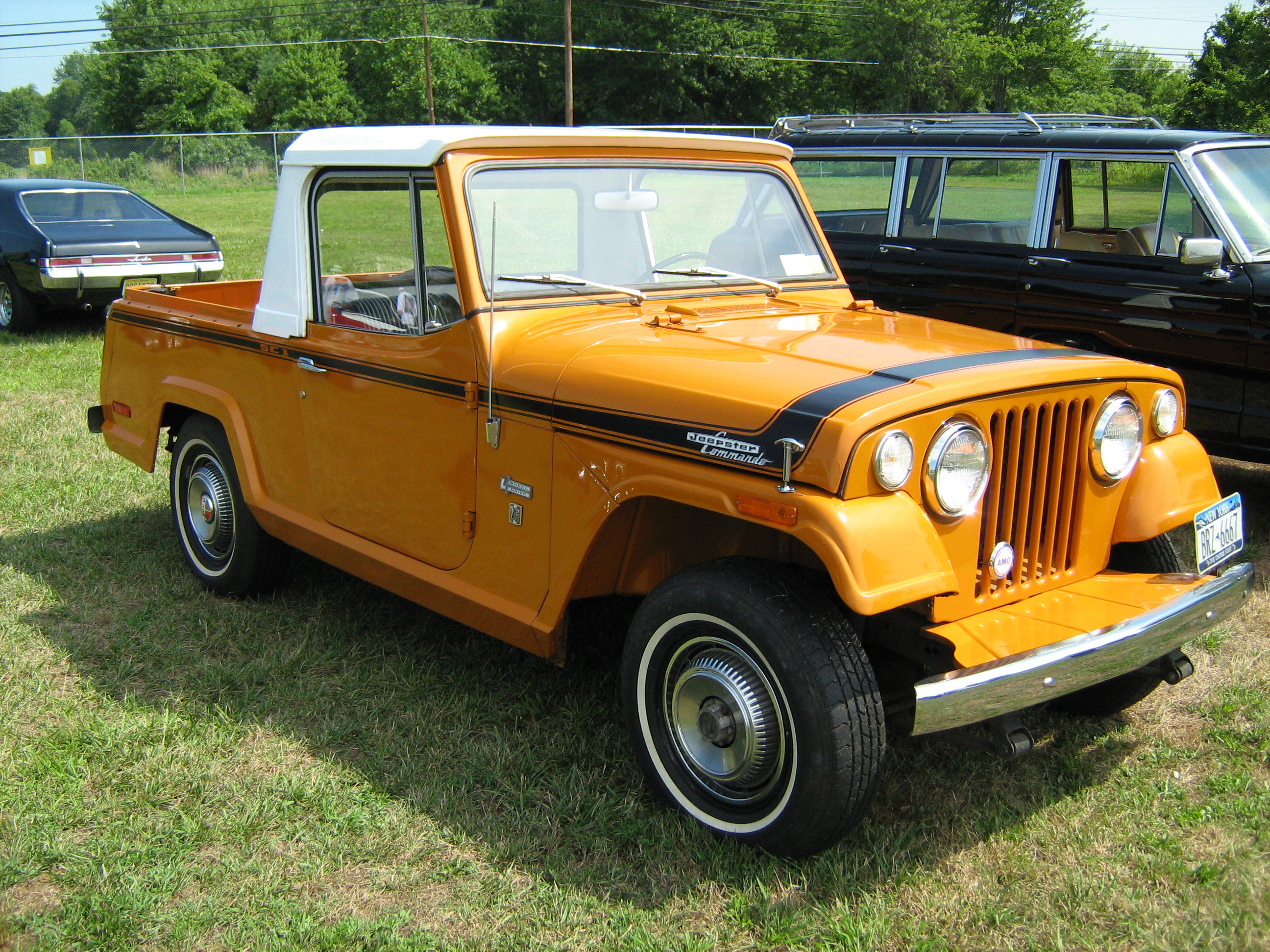 file 1971 jeepster commando sc 1 pickup orange r cecil 39 10. Black Bedroom Furniture Sets. Home Design Ideas