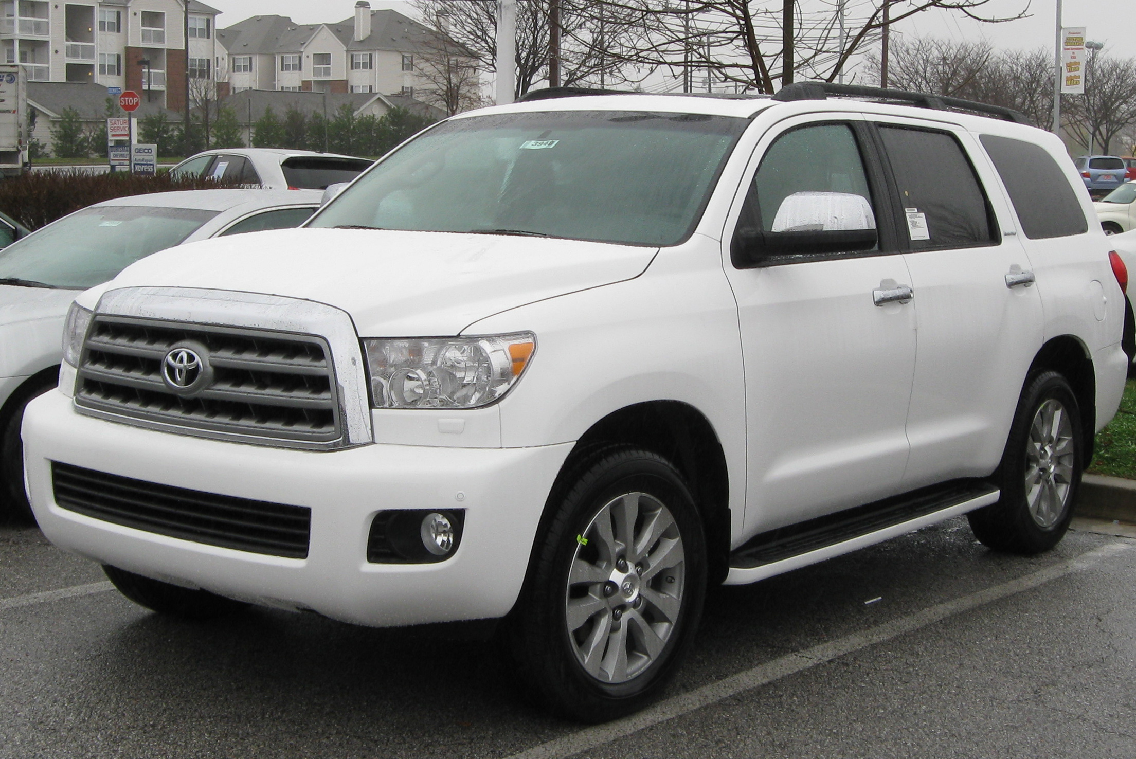 File:2010 Toyota Sequoia Limited -- 11-25-2009.jpg - Wikimedia Commons