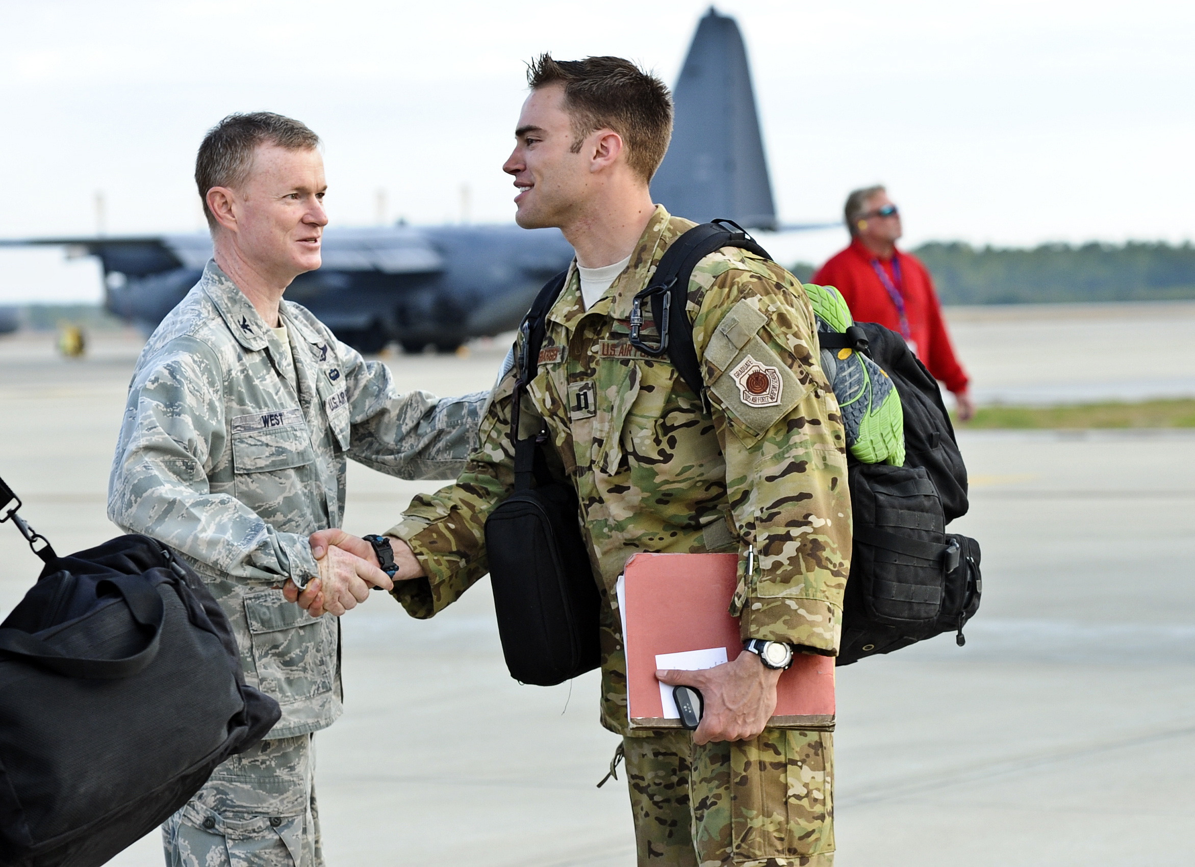 A U.S. Airman welcomes home one of more than 100 Airmen with the 9th Aircraft Maintenance Unit at Hurlburt Field, Fla., March 9, 2014 140309-F-NT442-097