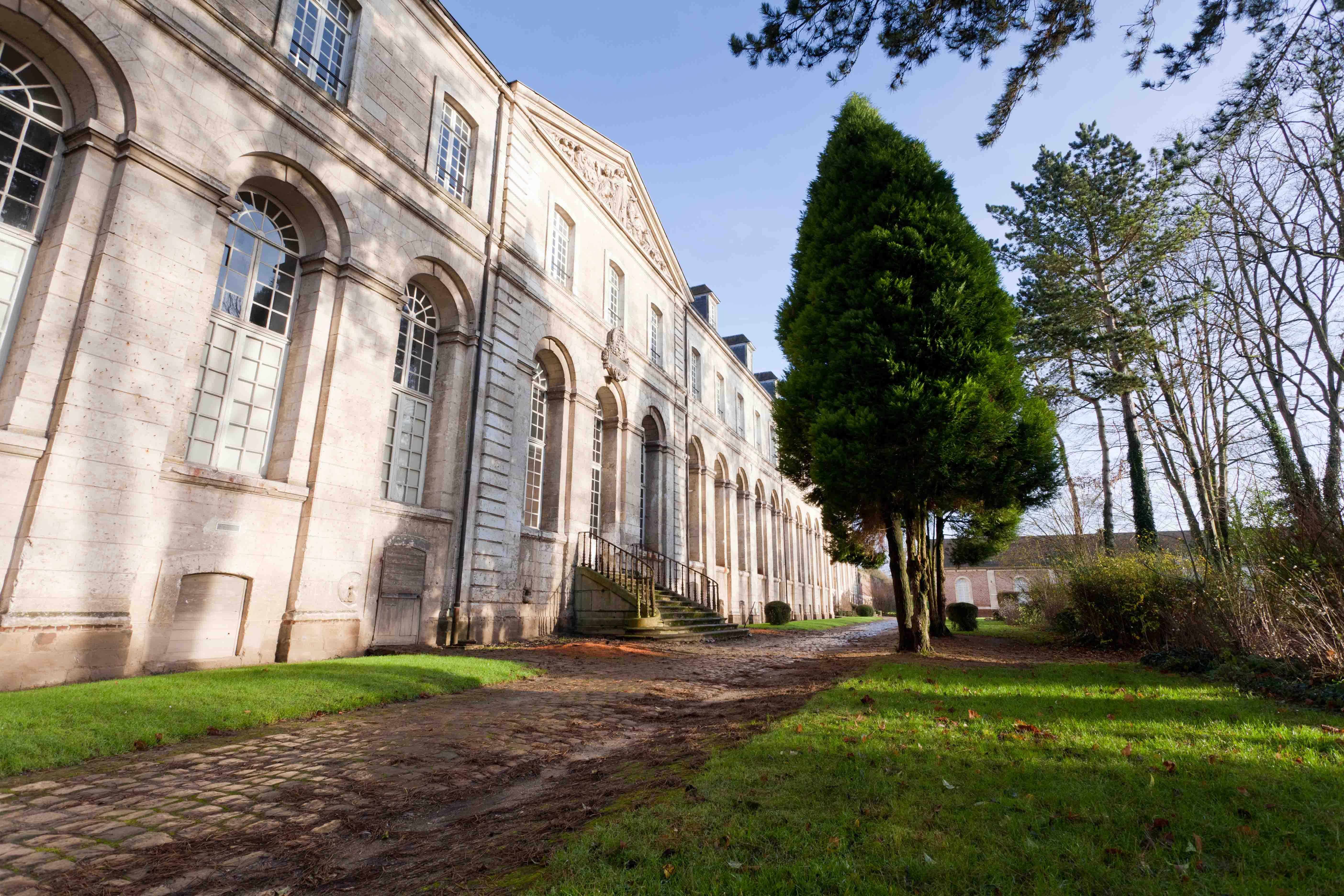 File abbaye de st riquier jardin wikimedia commons for Jardin olbius riquier