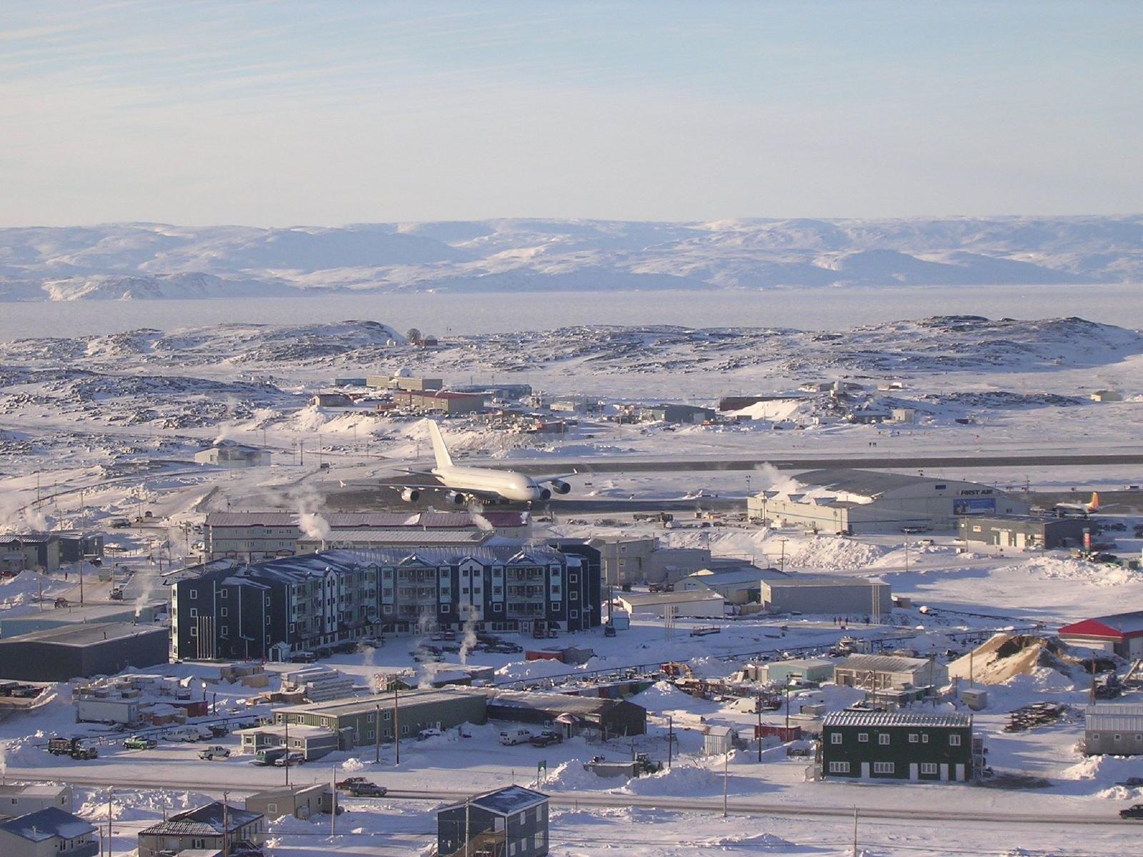 Airbus A380 in Iqaluit 02.jpg