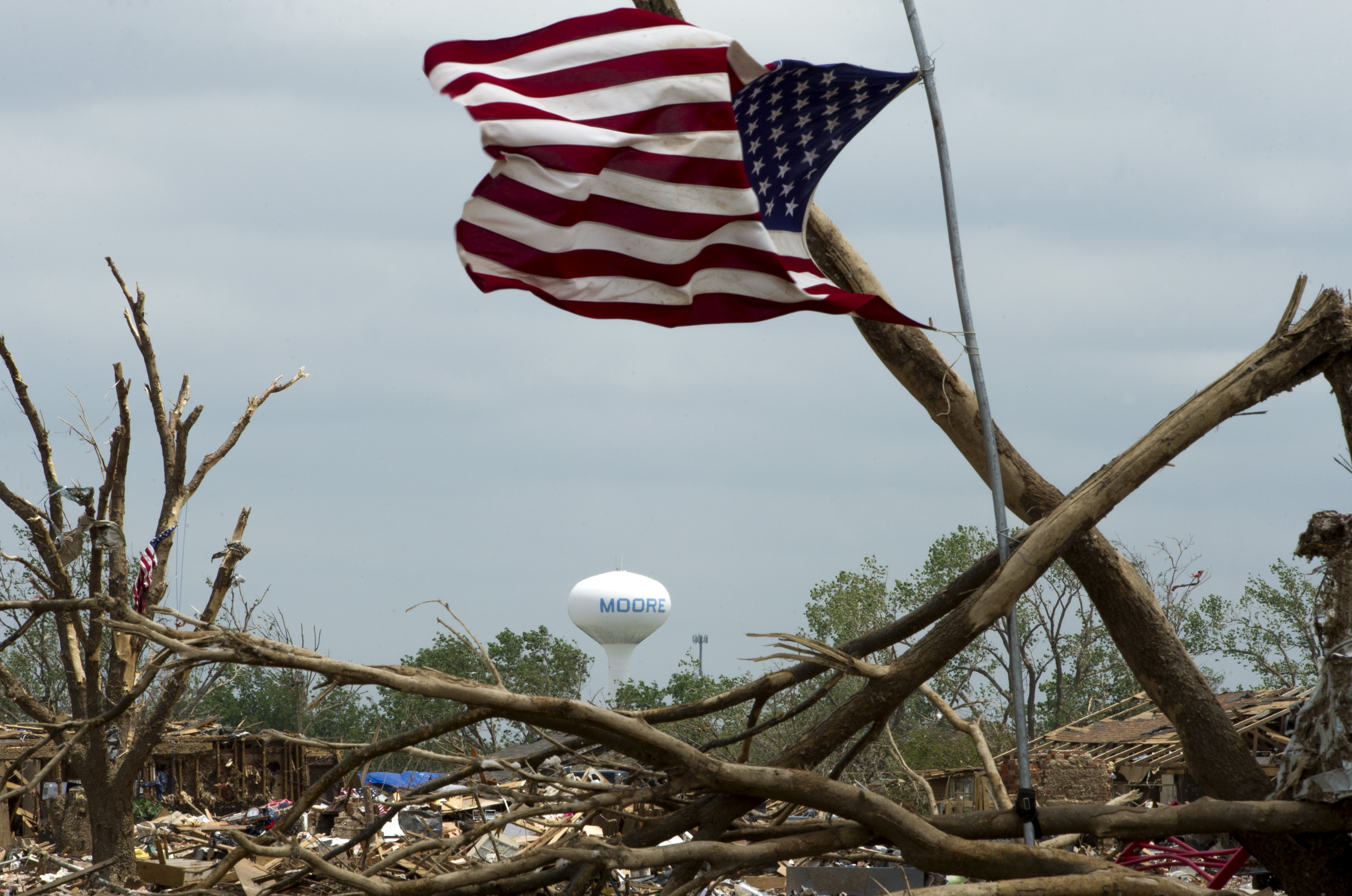 File:An American flag flies amid debris and wreckage in Moore ...