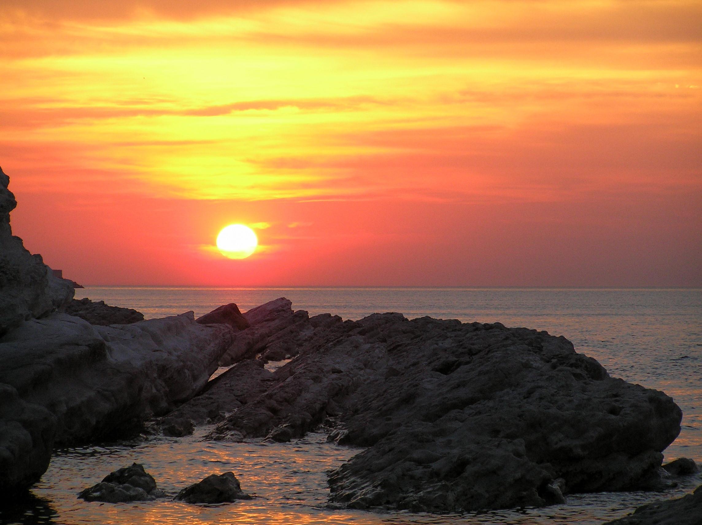 Estremamente File:Ancona - tramonto sul mare al Passetto - giugno 2005.JPG  YI59
