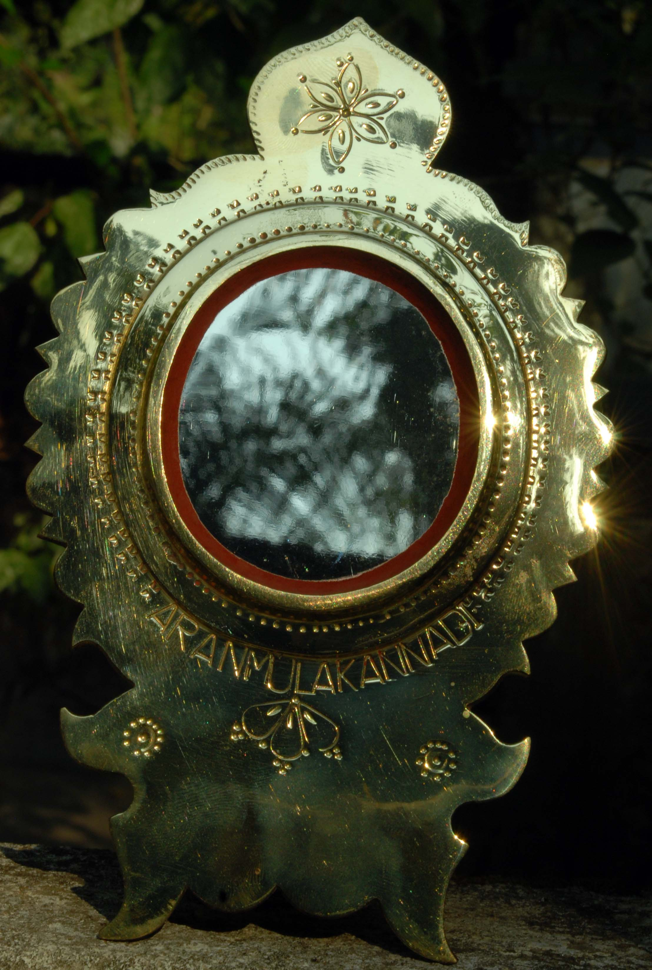 File aranmula metal wikimedia commons for Metal miroir