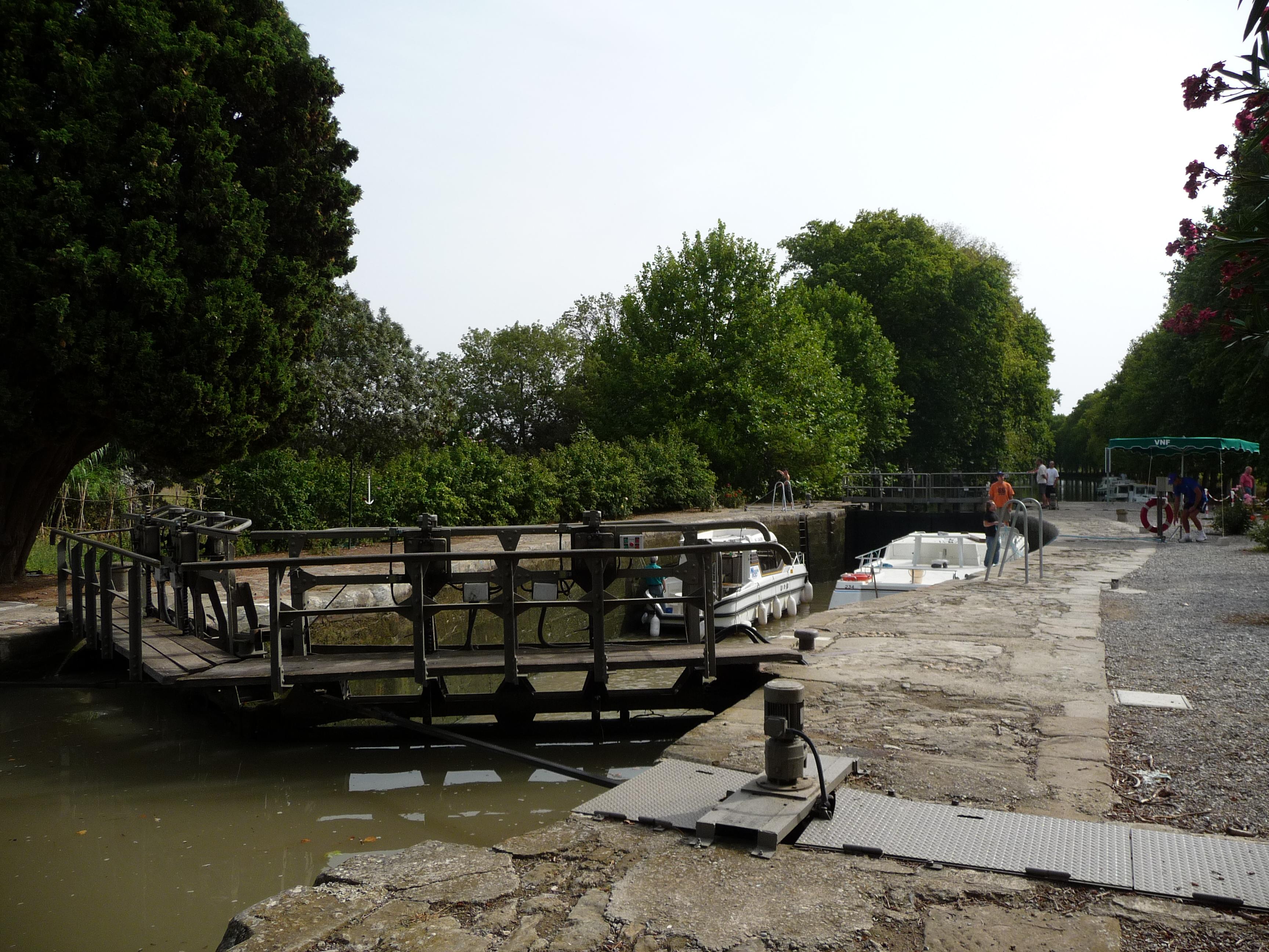 Argens Lock on the Canal du Midi.JPG