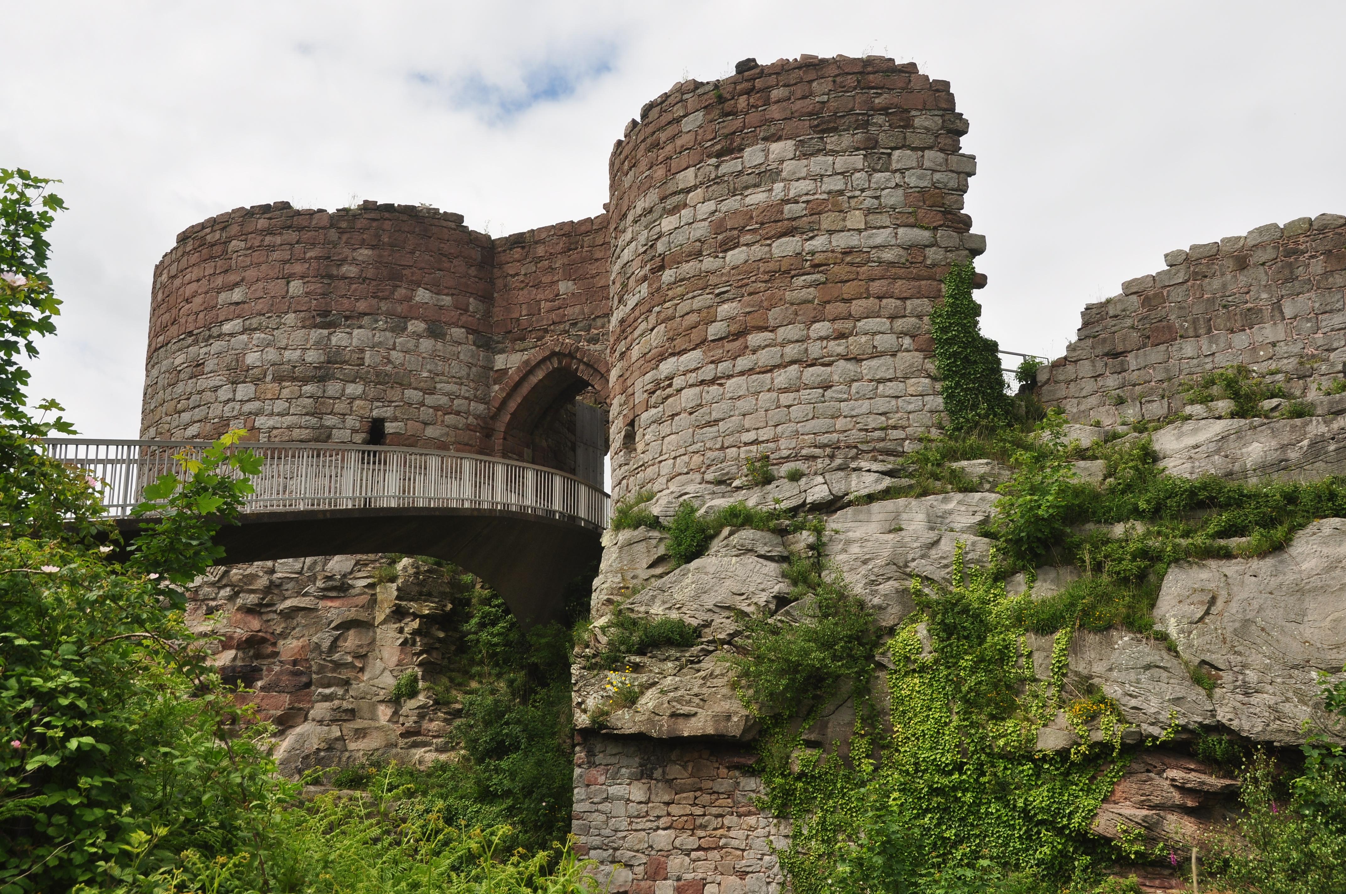 File:Beeston Castle (5363).jpg - Wikimedia Commons