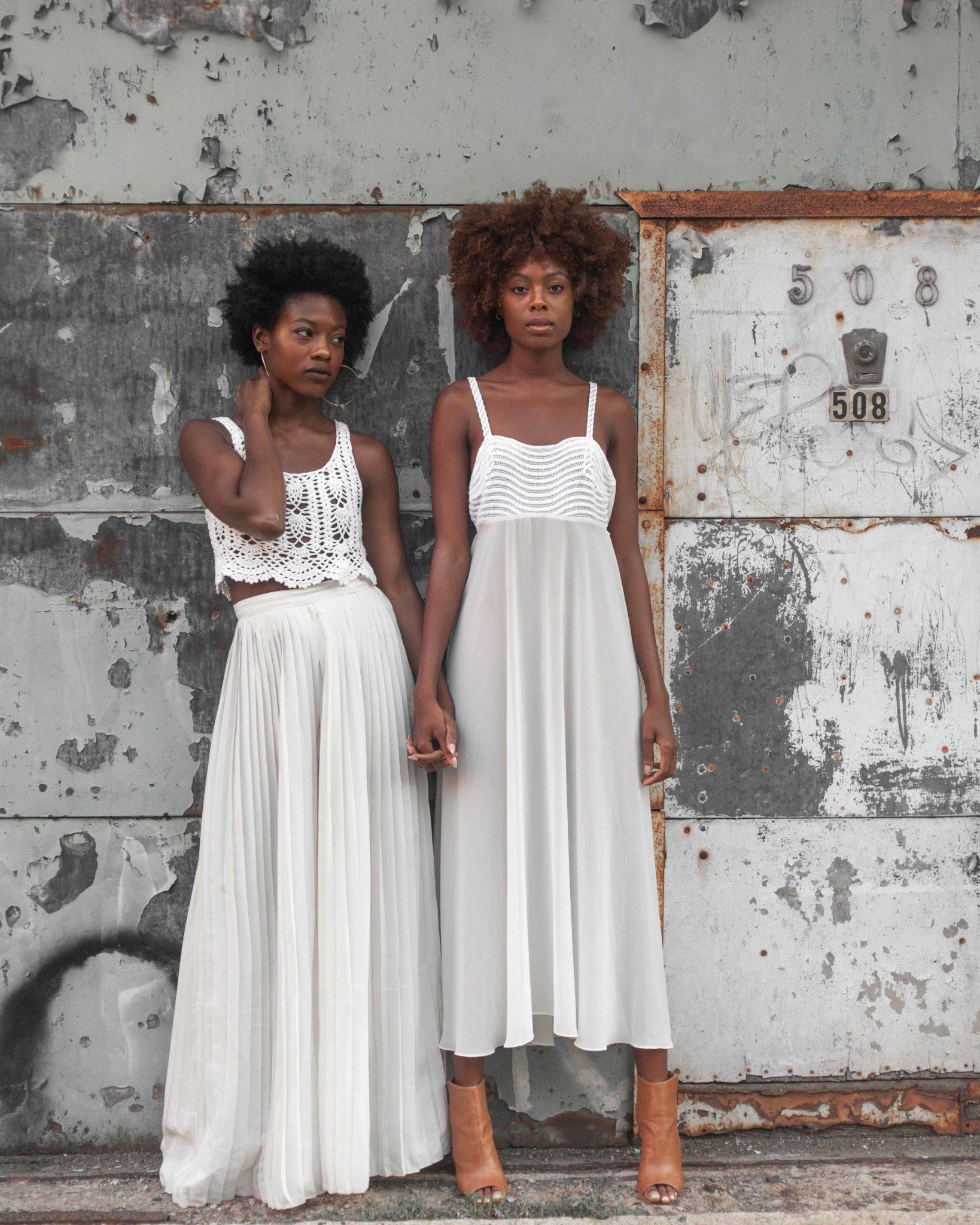 aad401747a22b Women wearing bohemian clothing