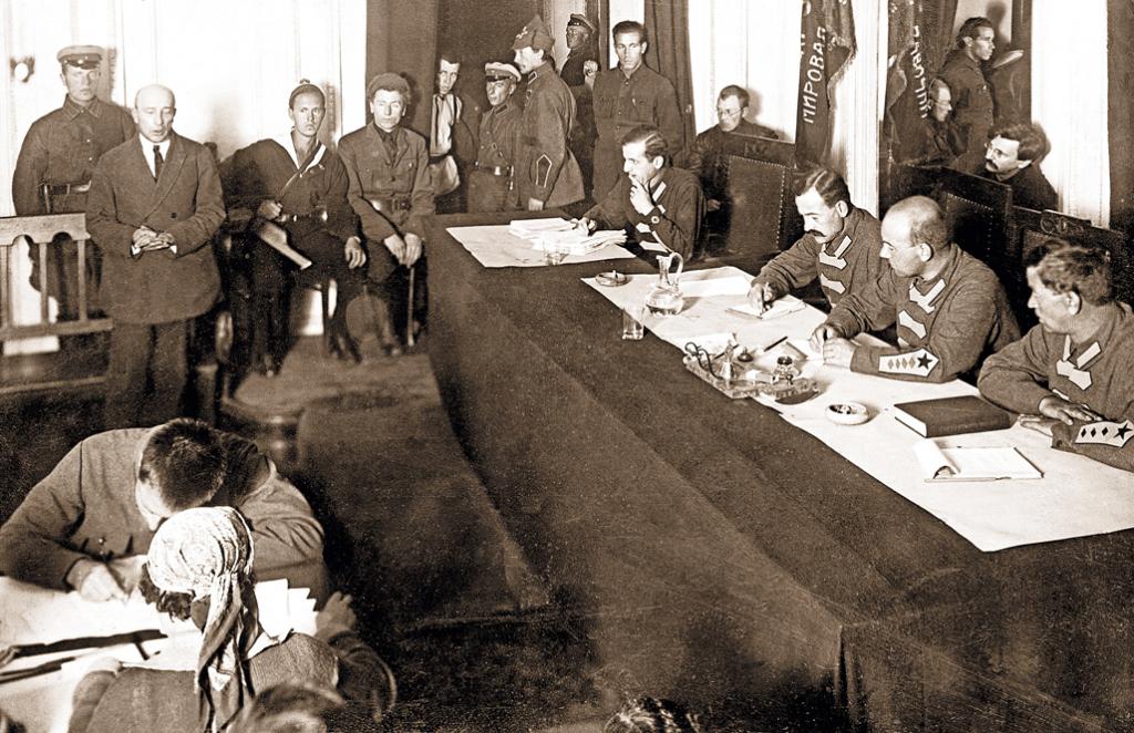 Boris_Savinkov_in_the_court_Oct_1926.jpg