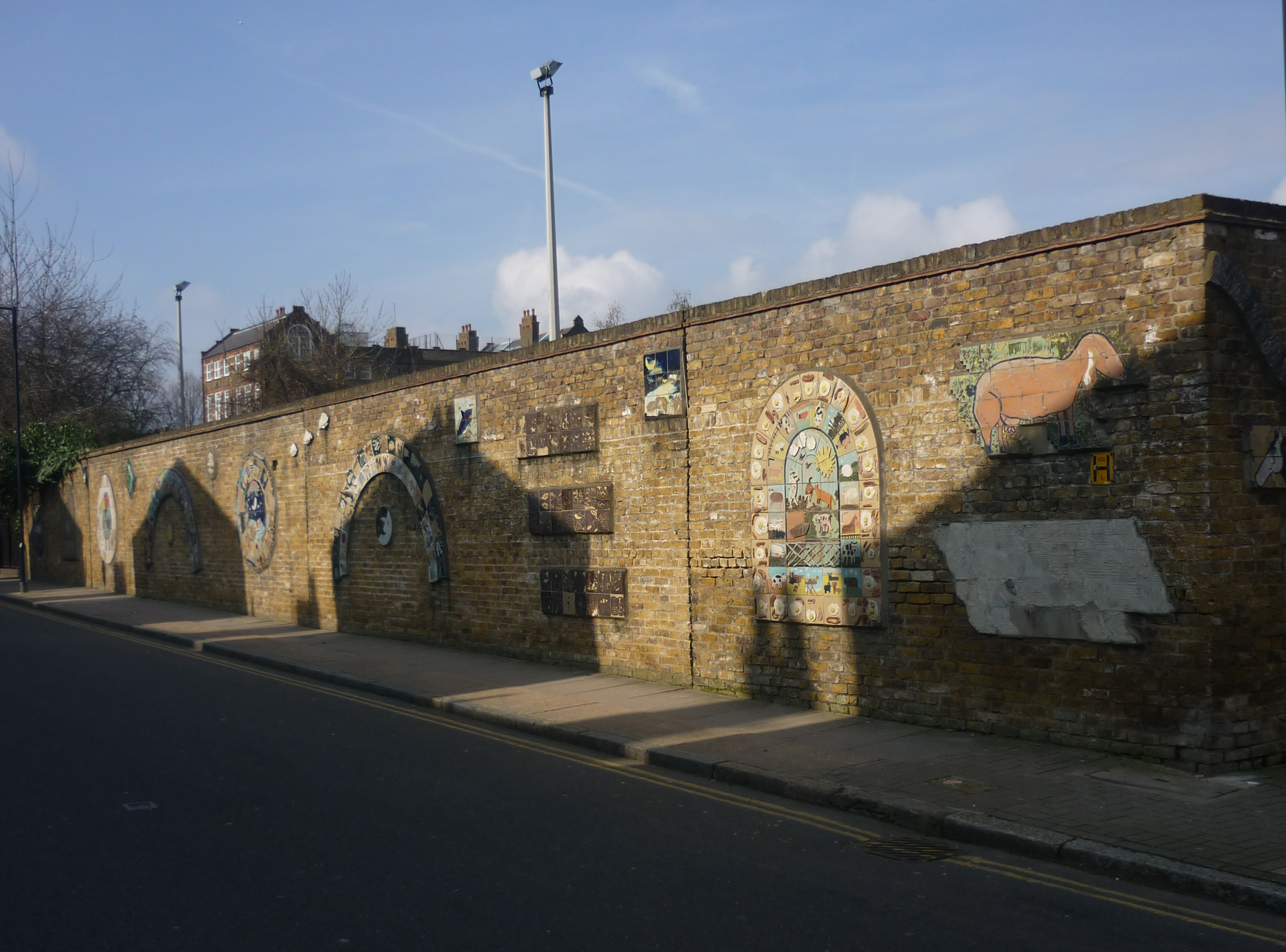 File:Boundary wall, Freightliners Farm, Sheringham Road ...