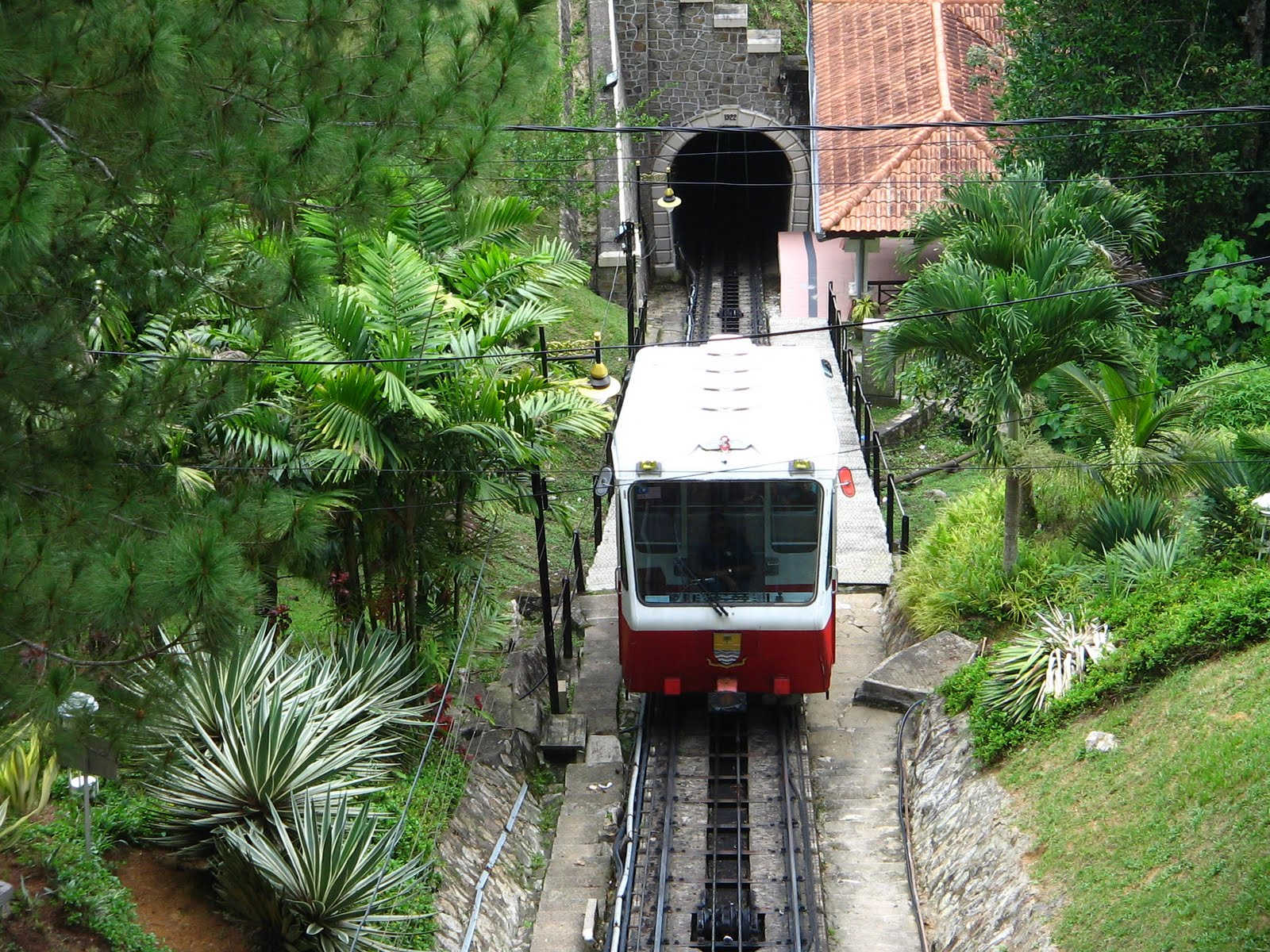 Description bukit bendera funicular