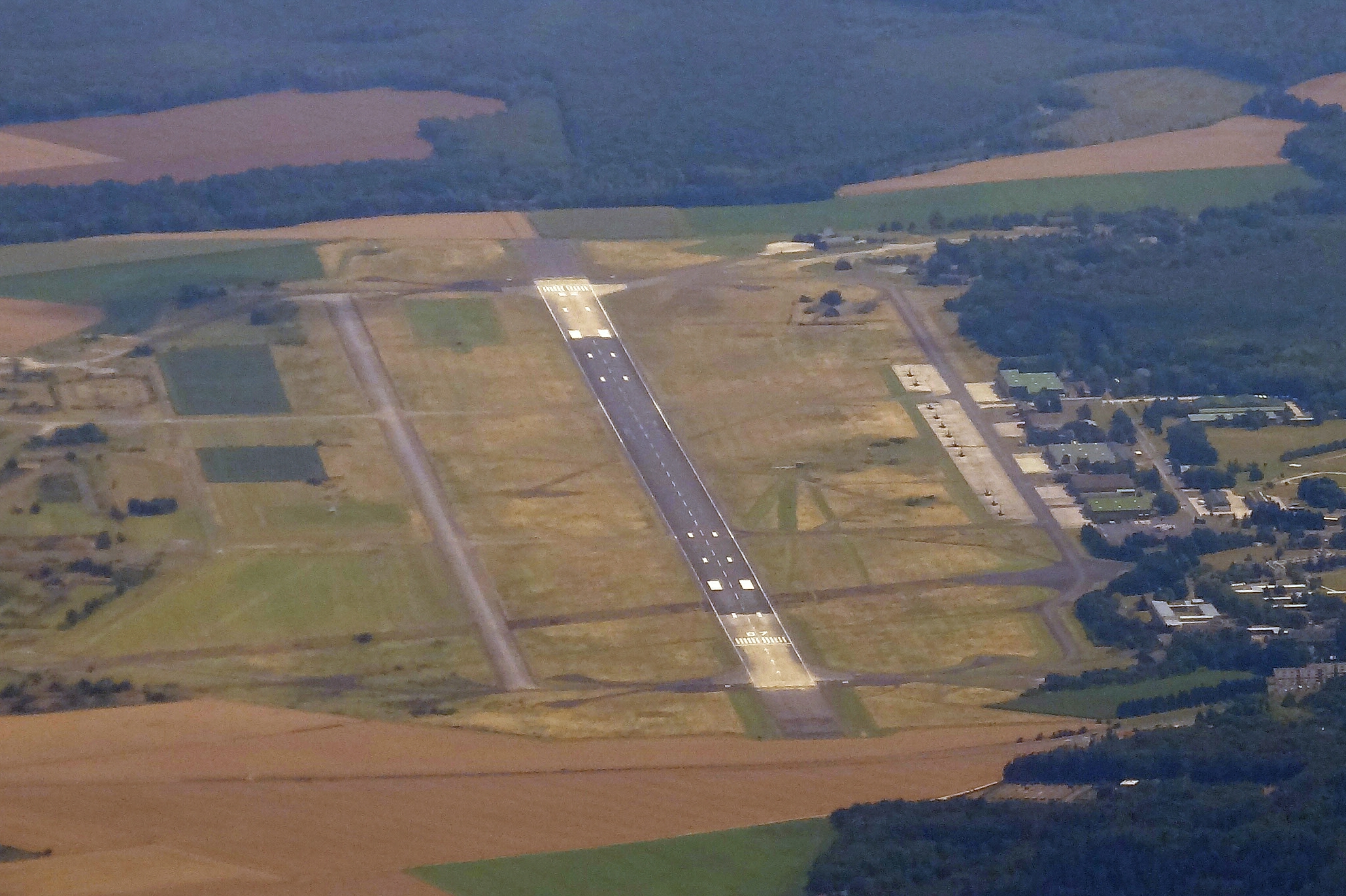 Base aérienne 110 Creil — Wikipédia
