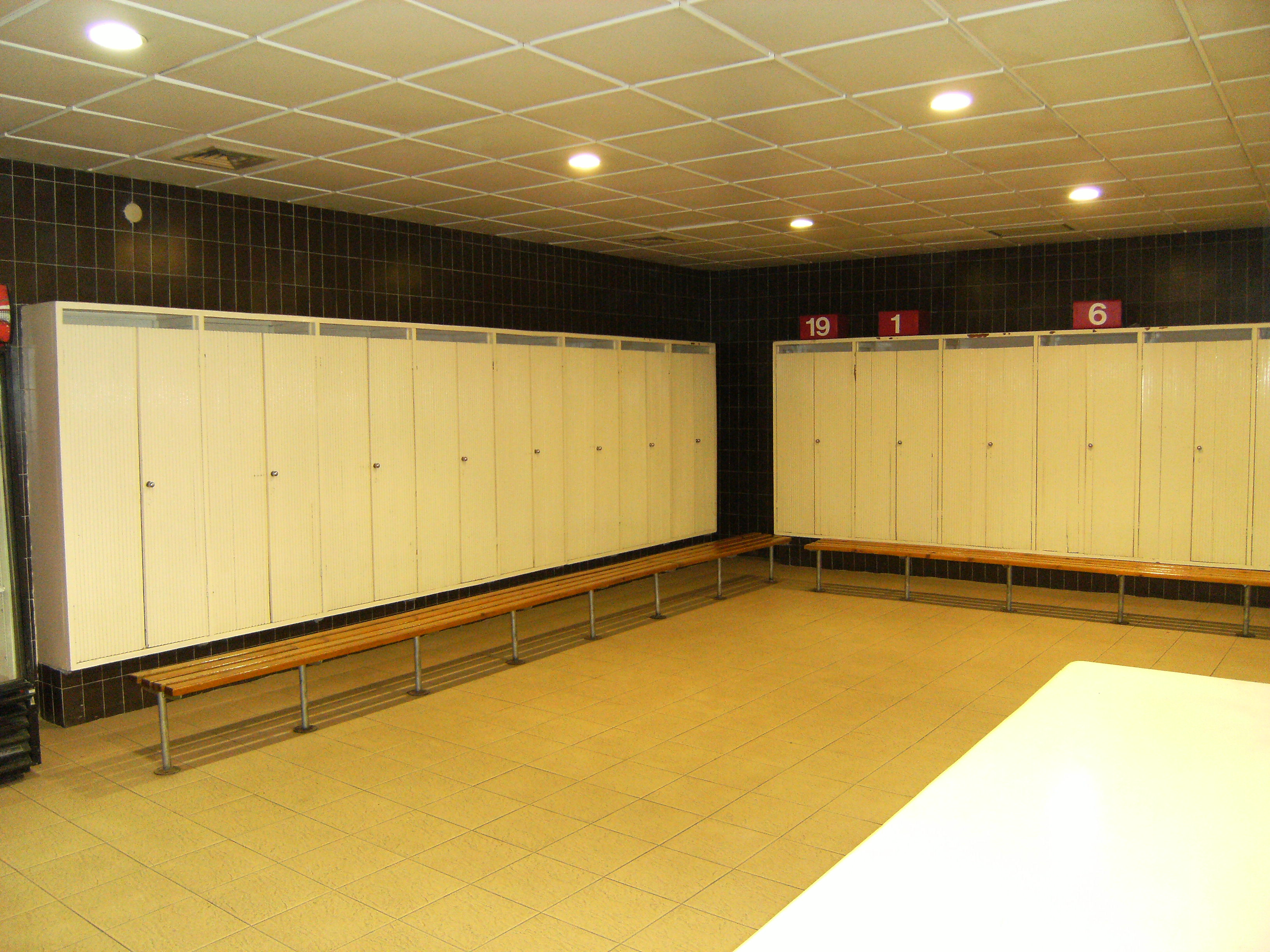 File Camp Nou Old Locker Room Jpg Wikimedia Commons