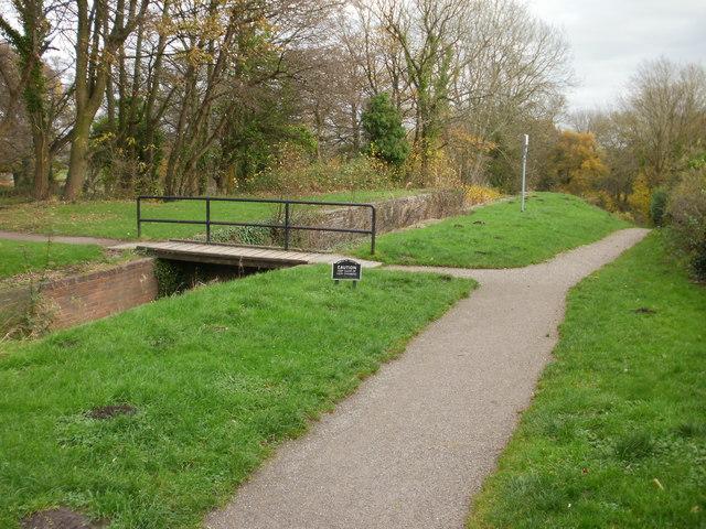 Canal path, Fourteen Locks, Newport - geograph.org.uk - 1588296