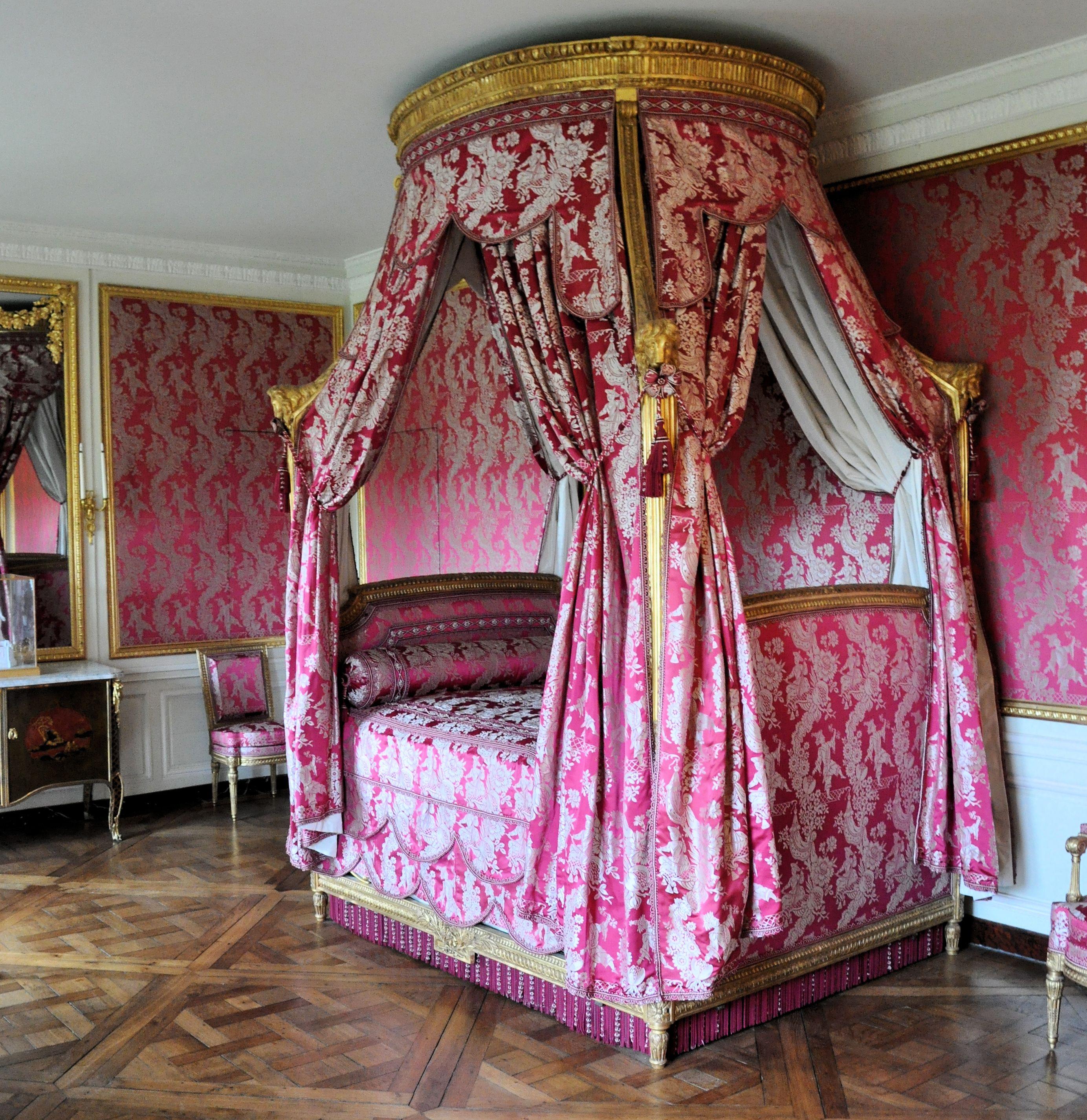 Deco chambre louis xv avec des id es for Belle chambre atlanta