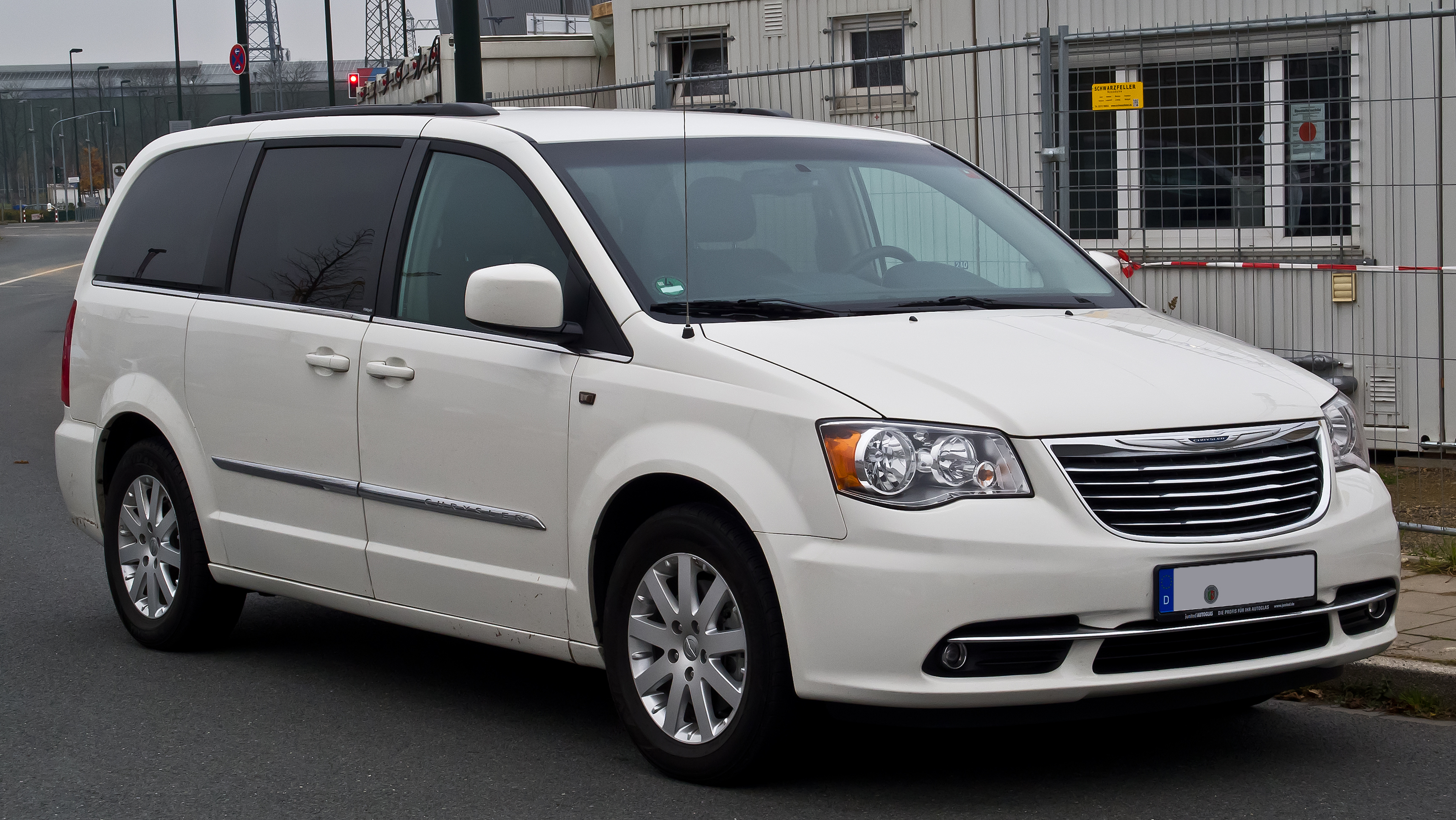 datei chrysler town country 3 6 v6 touring v facelift frontansicht 30 november 2014. Black Bedroom Furniture Sets. Home Design Ideas