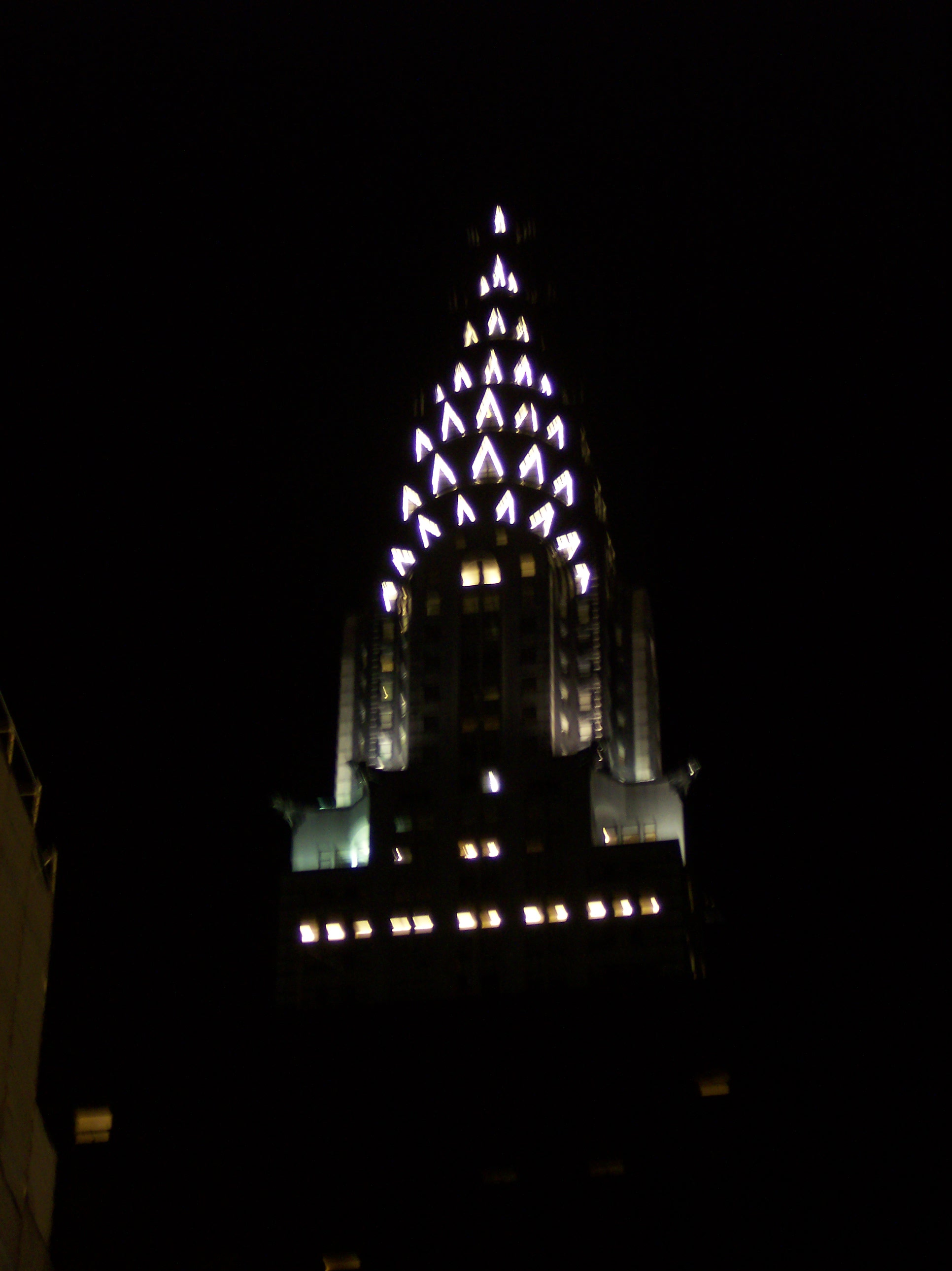 File:Chrysler at night.jpg - Wikimedia Commons