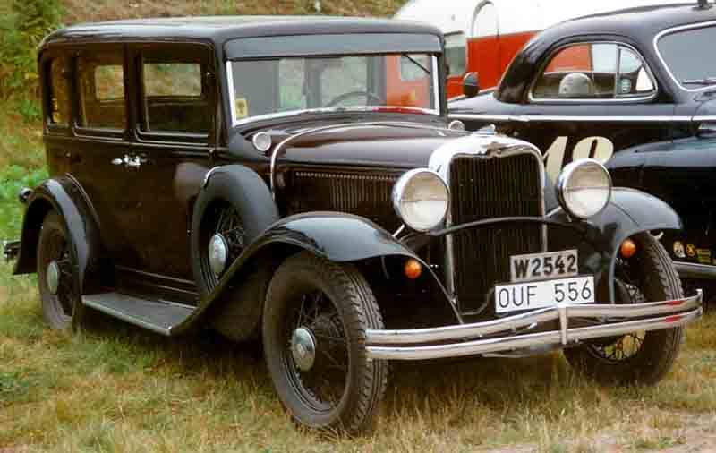 File dodge 4 door sedan wikimedia commons for 1931 chevrolet 4 door sedan