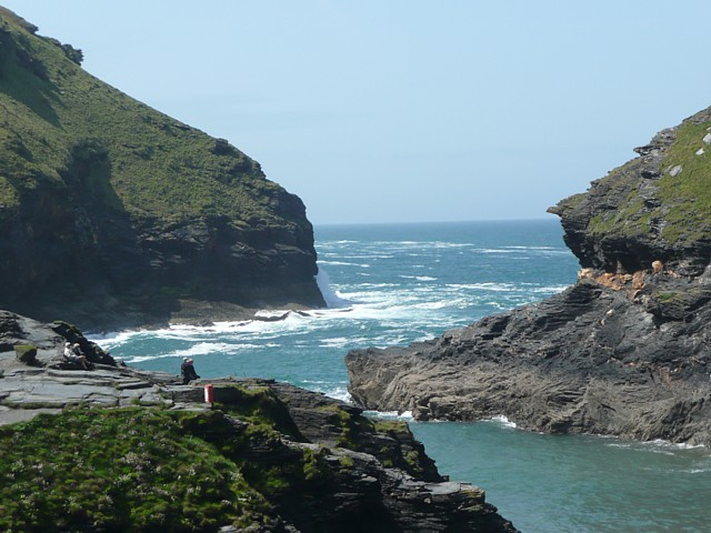 Entrance to the harbour, Boscastle - geograph.org.uk - 1325014