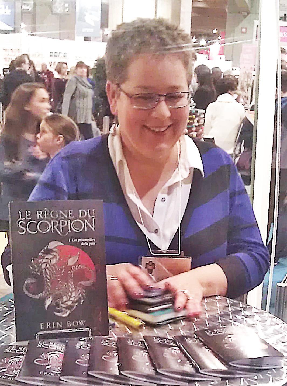 Erin Bow photographed in [[:en:Montreal|Montreal]], [[:en:Quebec|Quebec]], [[:en:Canada|Canada]] at the [[:en:Place Bonaventure|Salon du livre de Montréal 2016]].