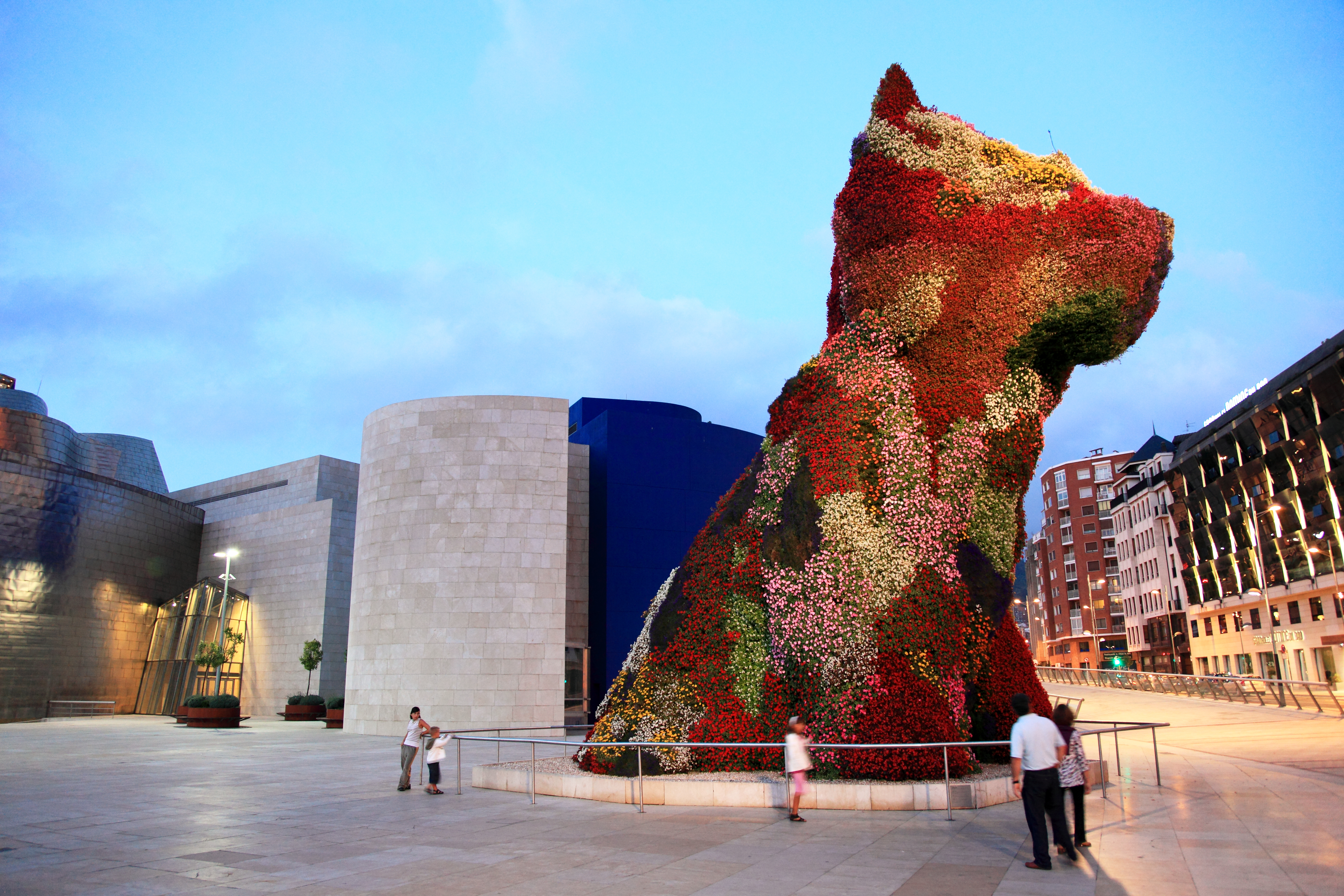 Bilbao Spain  city photos gallery : ... :Flowerbed, Guggenheim Museum , Spain, Bilbao Wikimedia Commons
