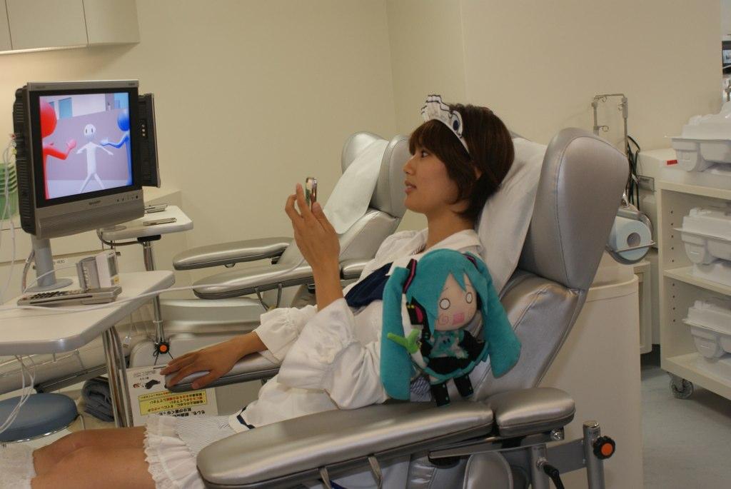 File:Free Video, Akiba-F (while blood donating).jpg - Wikimedia Commons